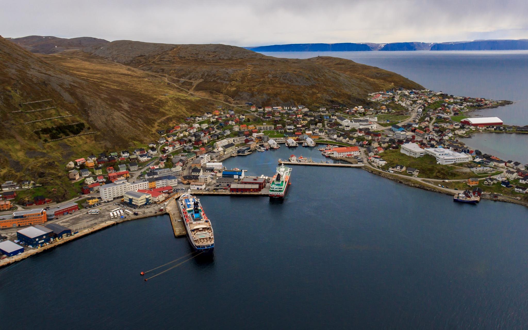 Photo in Cityscape #2015 #500d #canon #eos #h-våg #hurtigruten #june #norge #barentsregionen #building #bygning #båt #crus #finnmark #fjell #flickr #hav #helitrans #honningsvåg #house #hurtigruta #hus #juni #kjellbendik@gmail.com #kraftlaget #magerøya #mnd #ms kong harald #natur og landskap #nordnorge #northnorway #sea #skip #transport #year