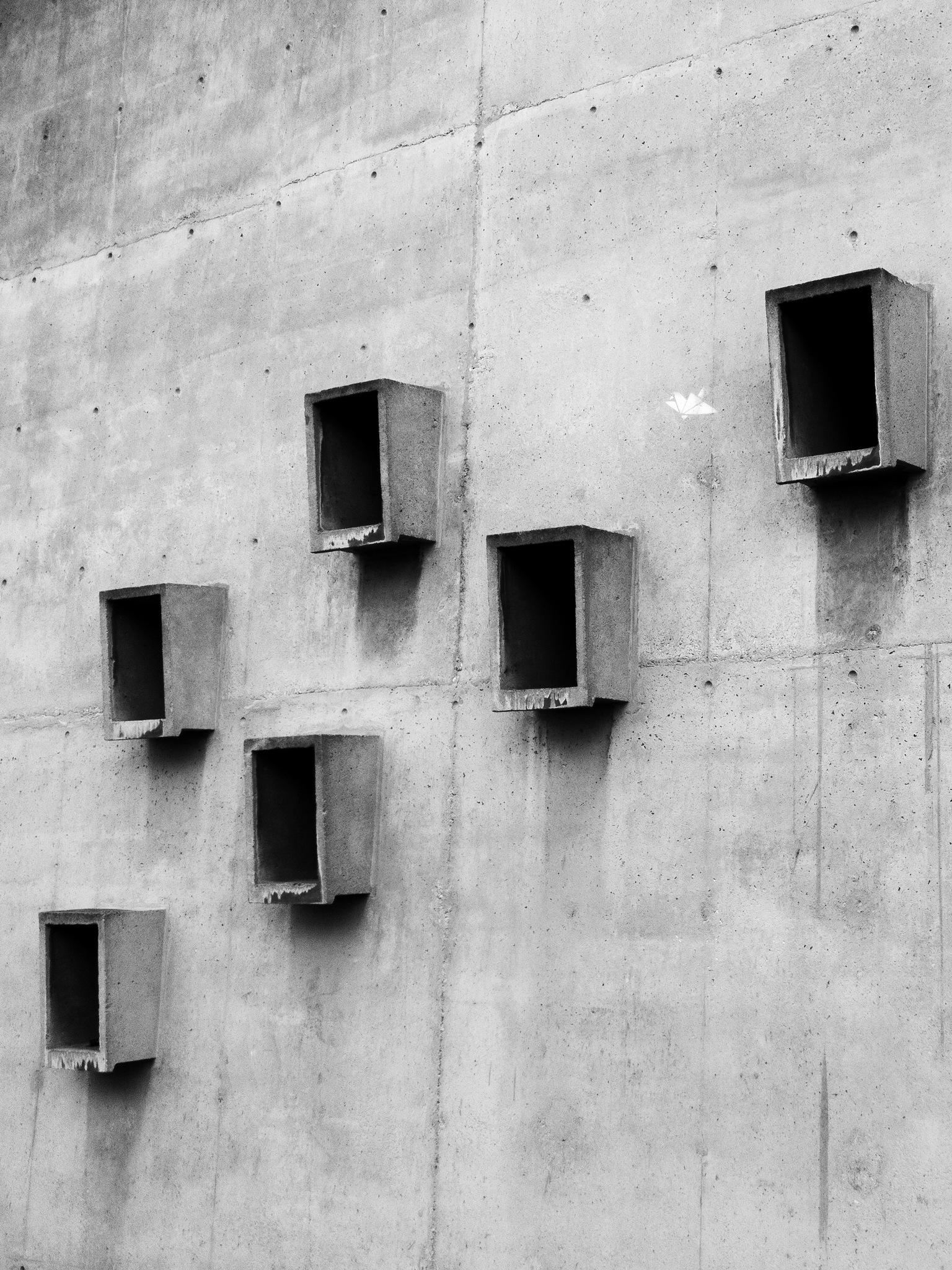 Square Windows in Diagonal by Valentin DETANG