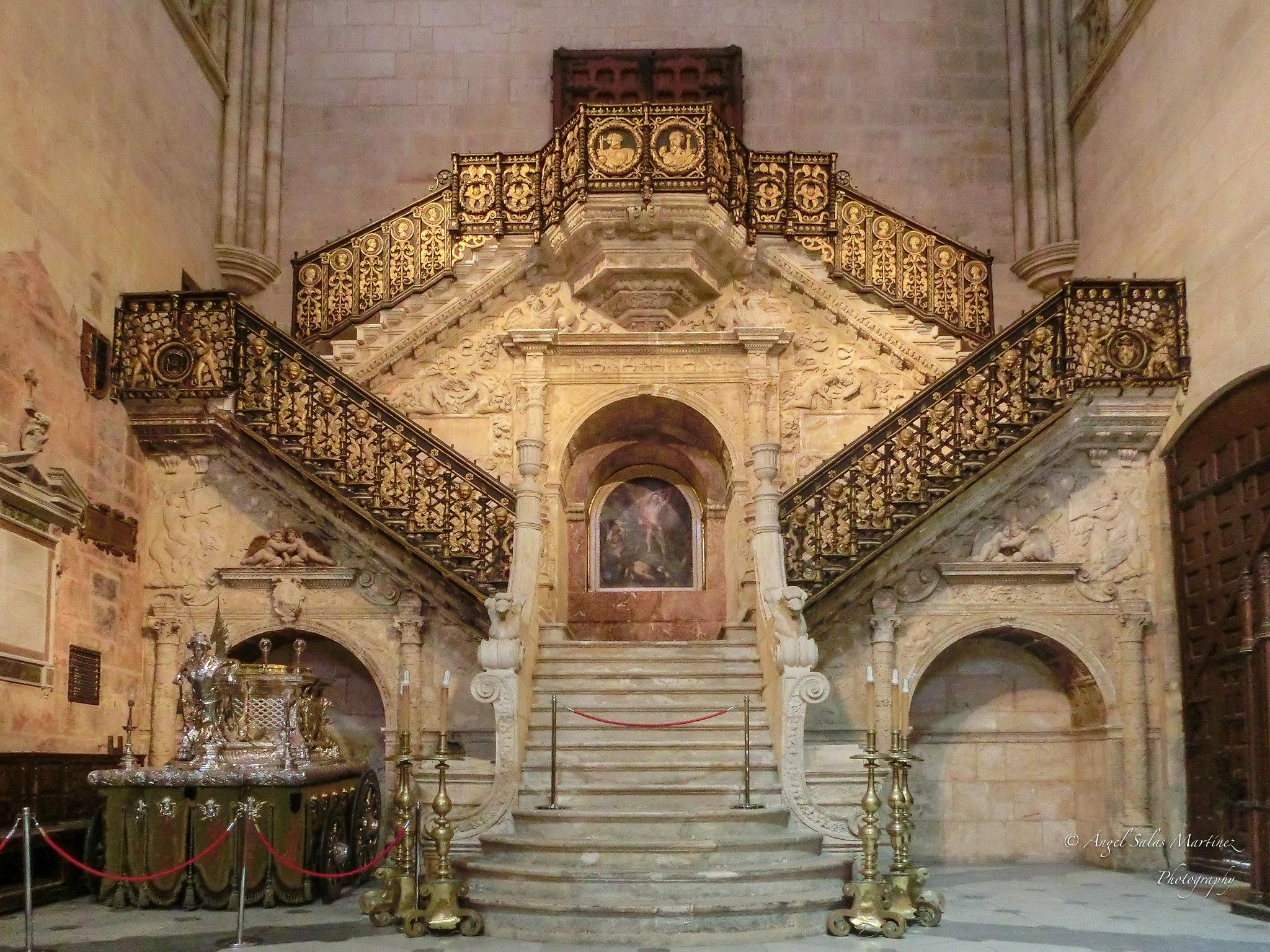 Escalera Dorada by Ángel Salas Martínez