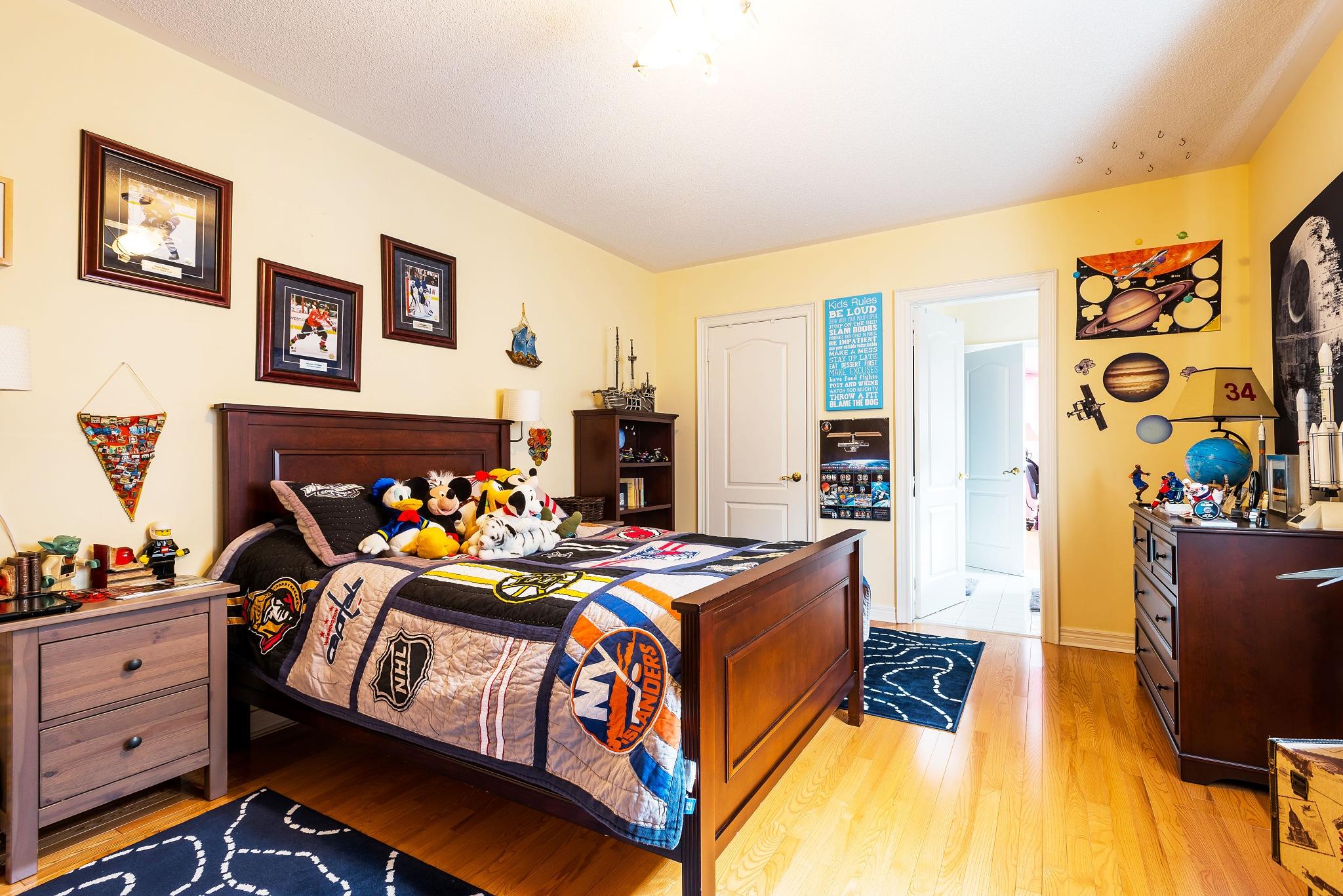 Boy's bedroom by Gareth Skipp