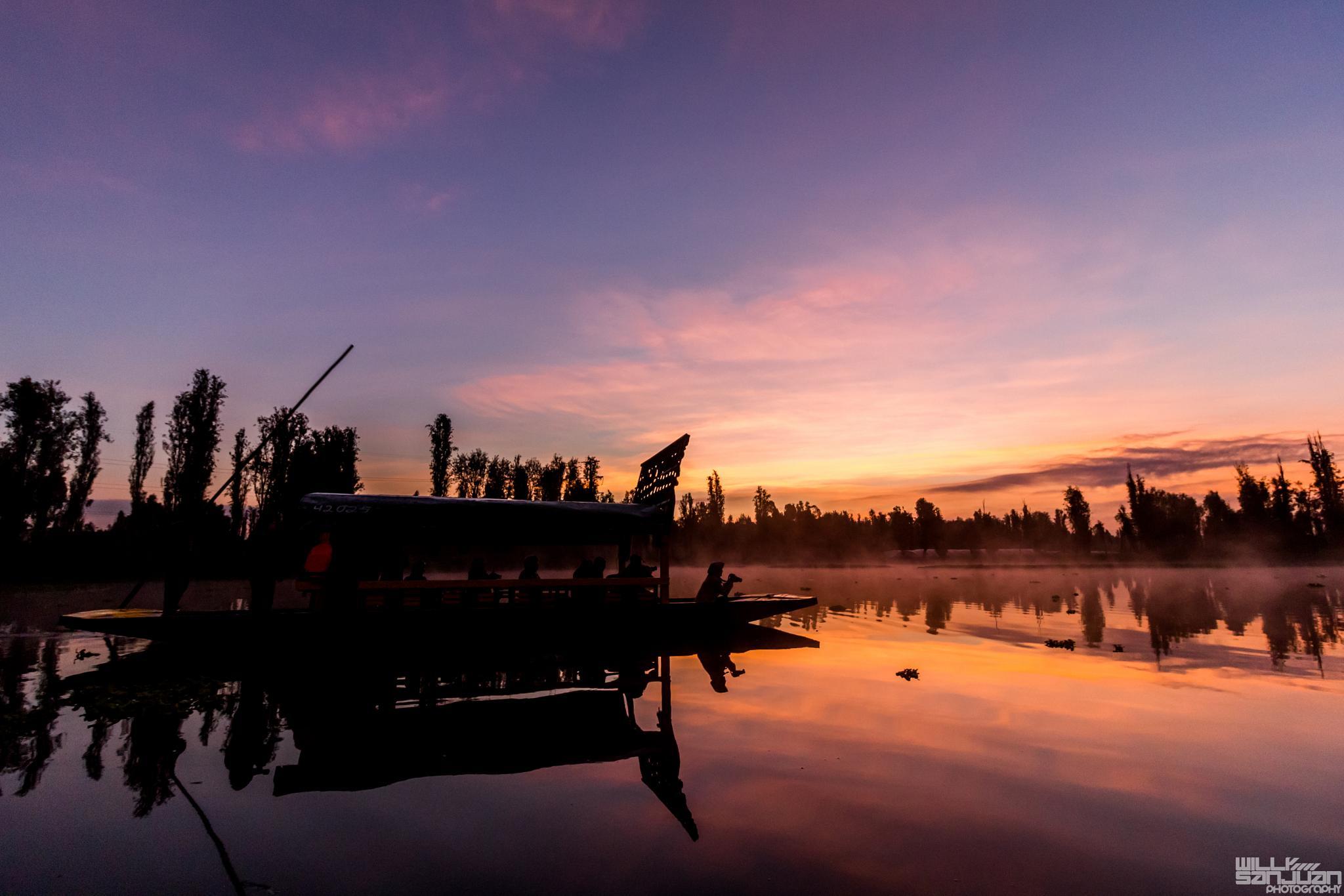 Sunrise in Cuemanco by Willy Sanjuan