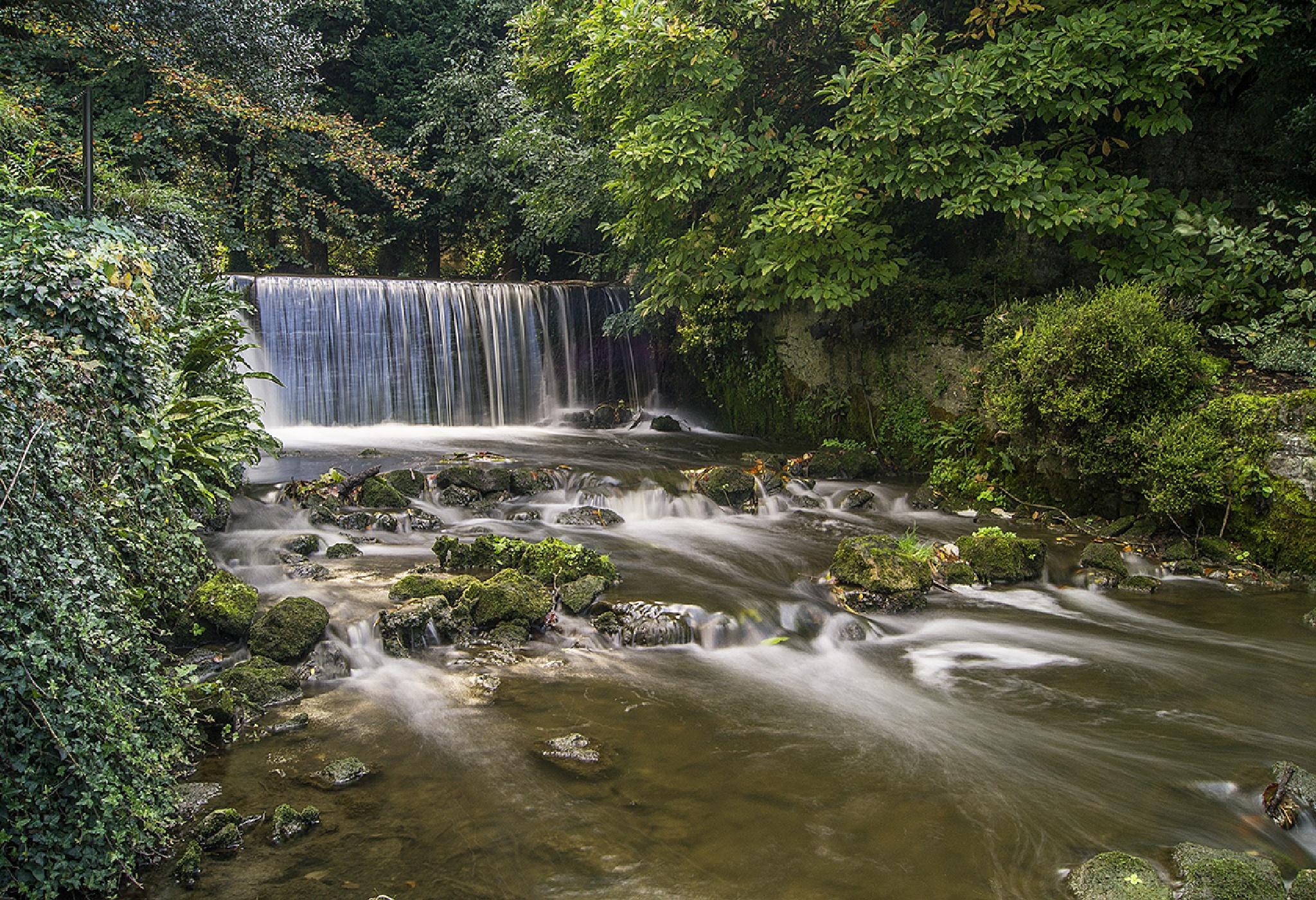 Water fall by michalbakala
