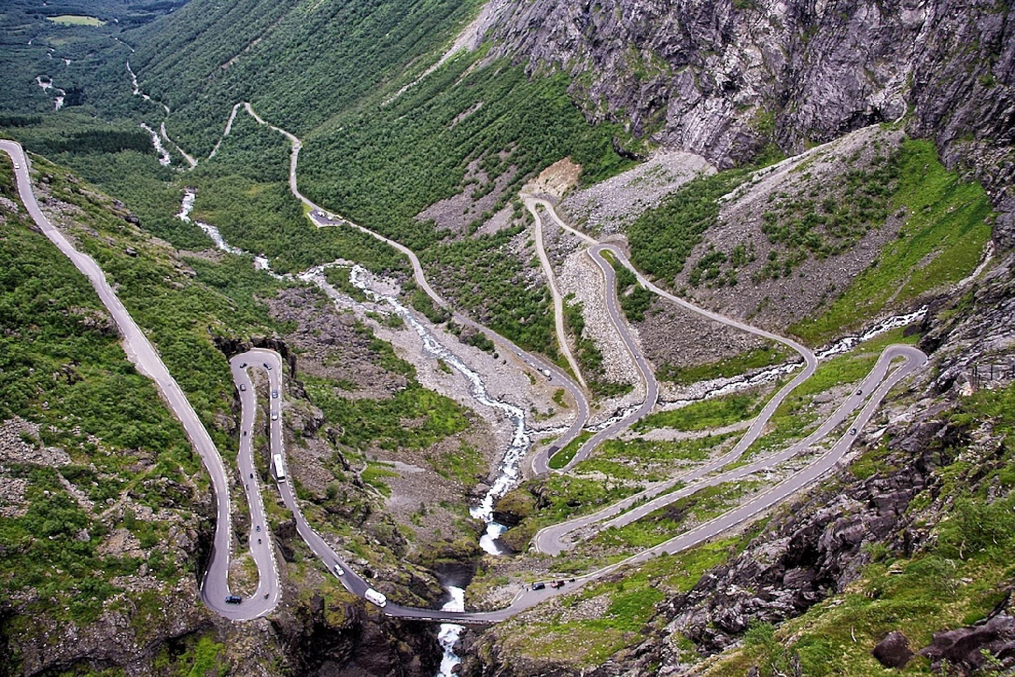 Trollstigen by richtlycklamaanijeholt