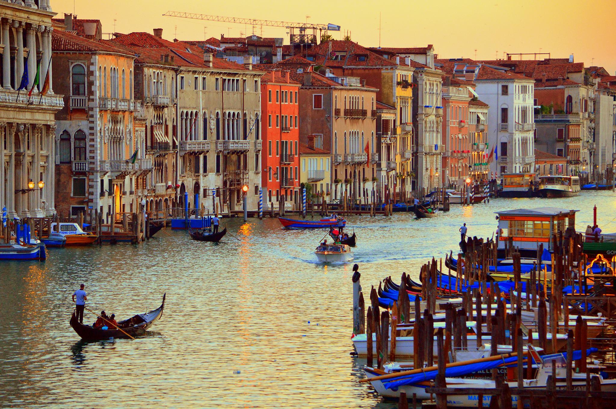 Venezia at sunset by Frederico Domondon