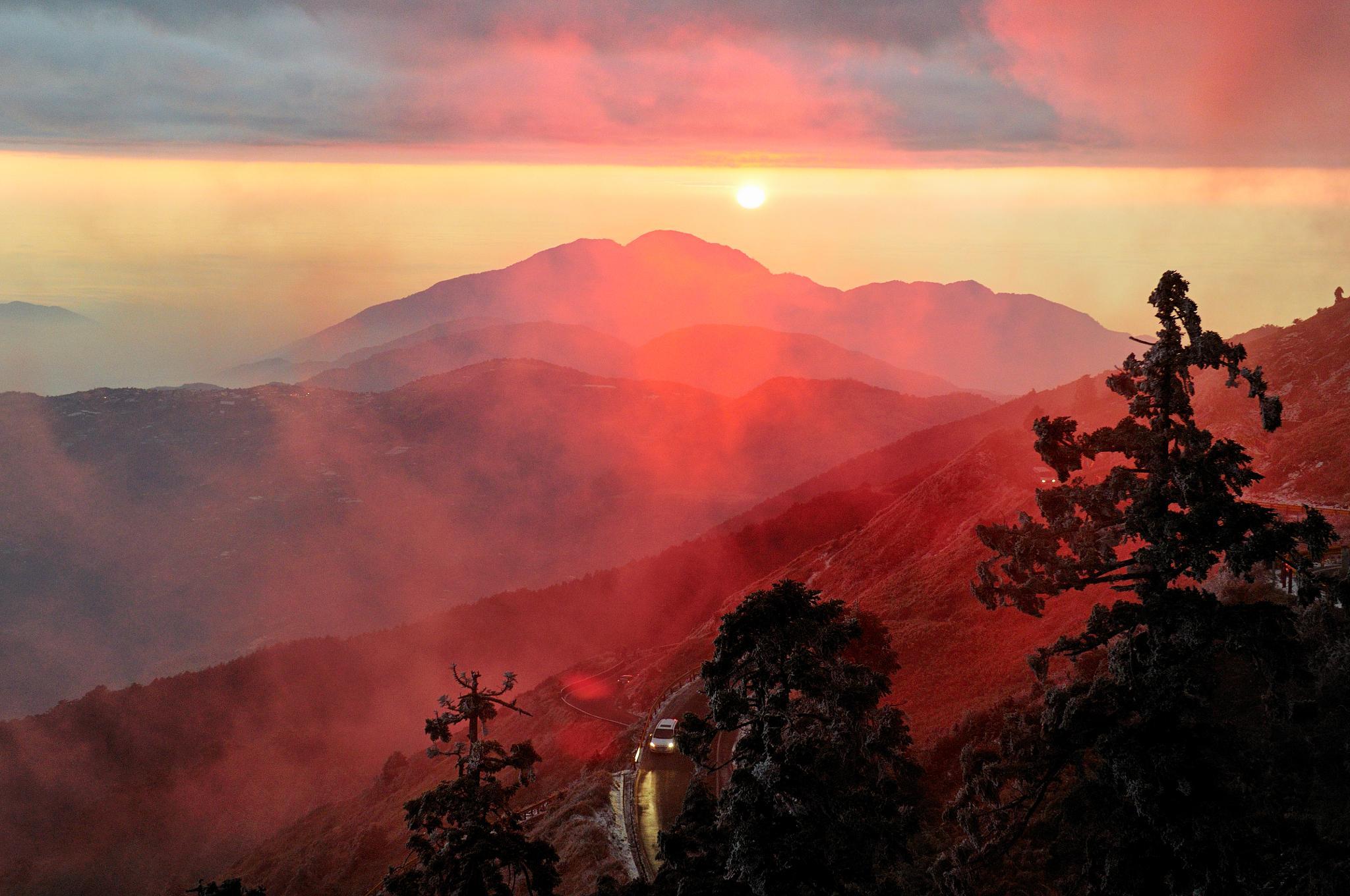 Photo in Landscape #sunset #cloud #mountain #sun #sky #landscape