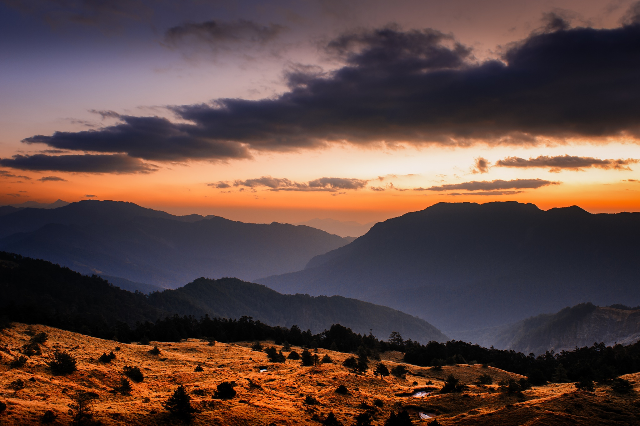 Sunset at the QingJing Farm by pslee