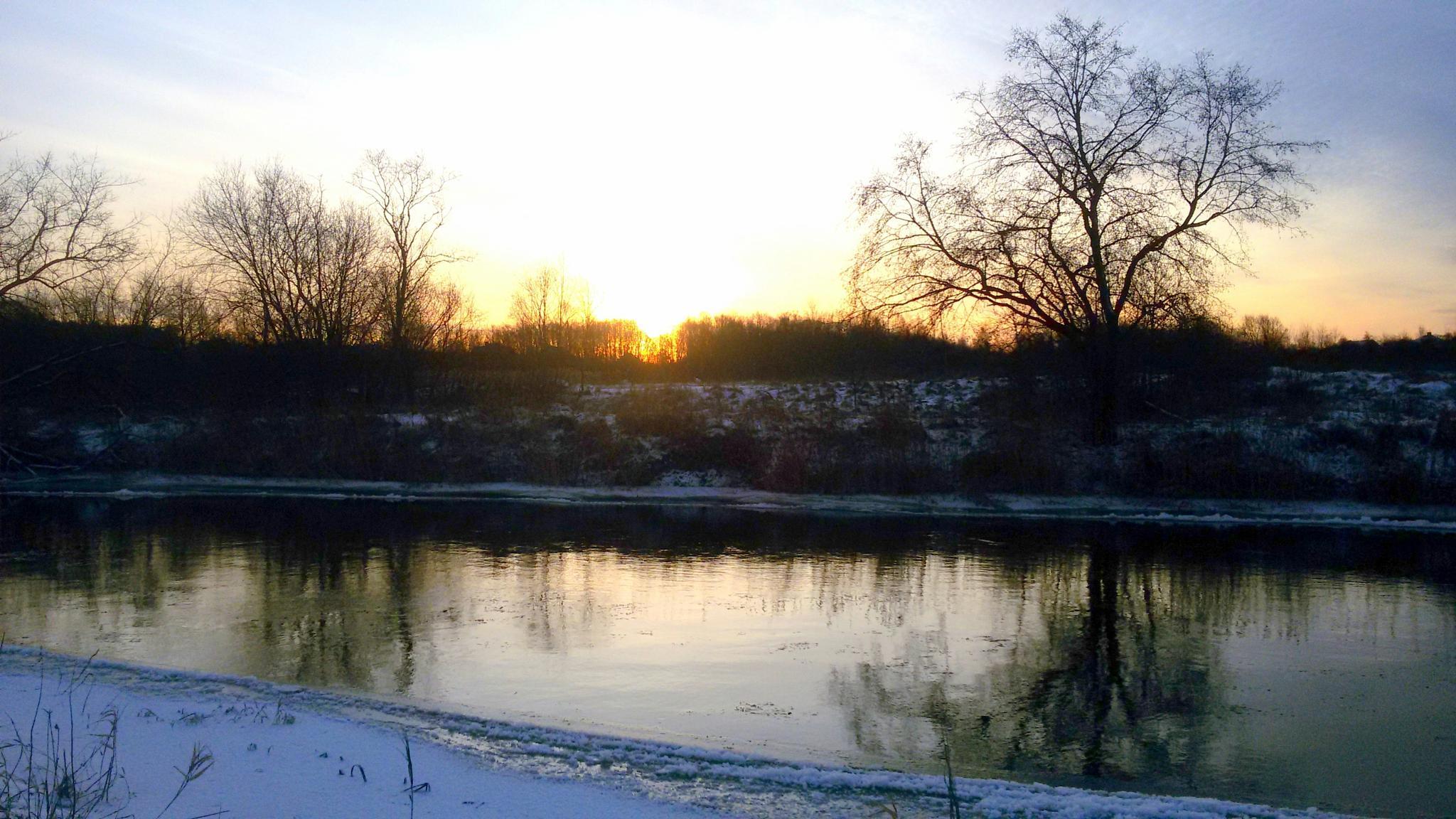By the river. by Zita Užkuraitienė