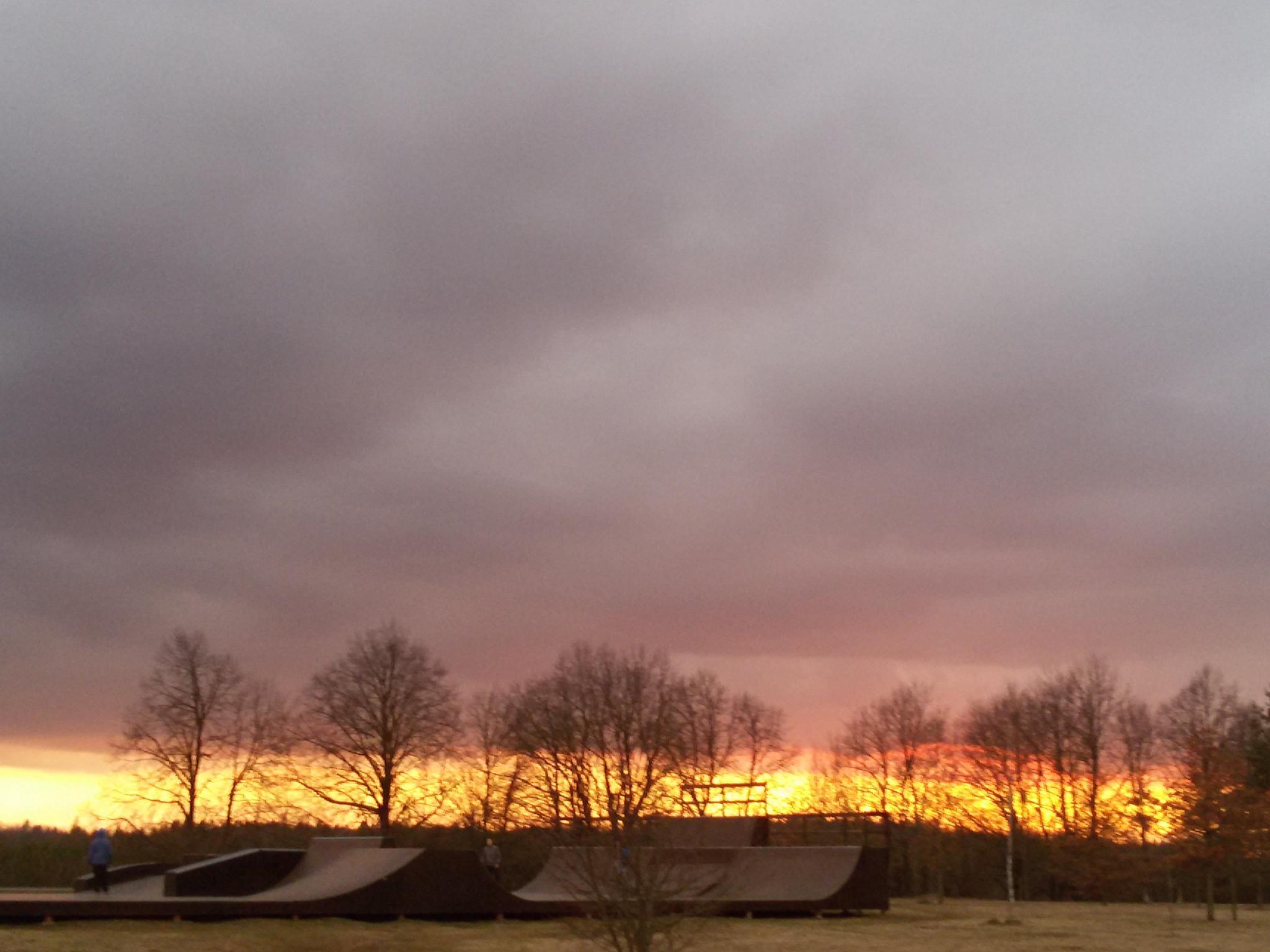 Evening sky by Zita Užkuraitienė