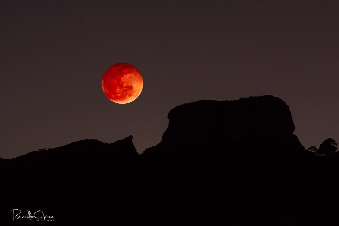Blood Moon 2018 at Pedra do Bau by Reinaldo Opice