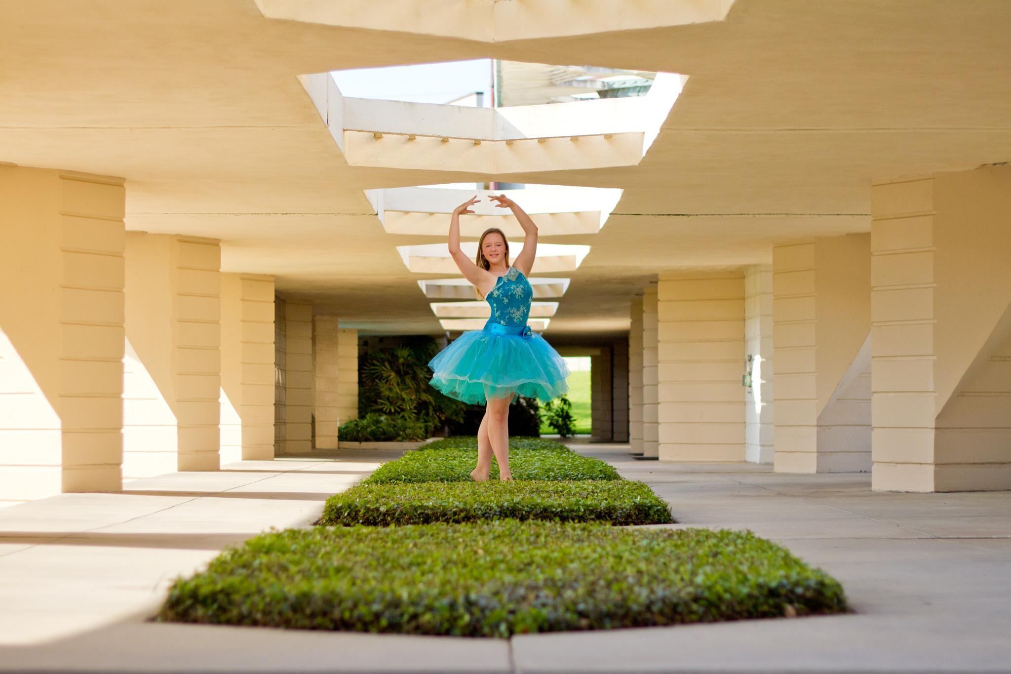 Ballerina by applesnapphoto
