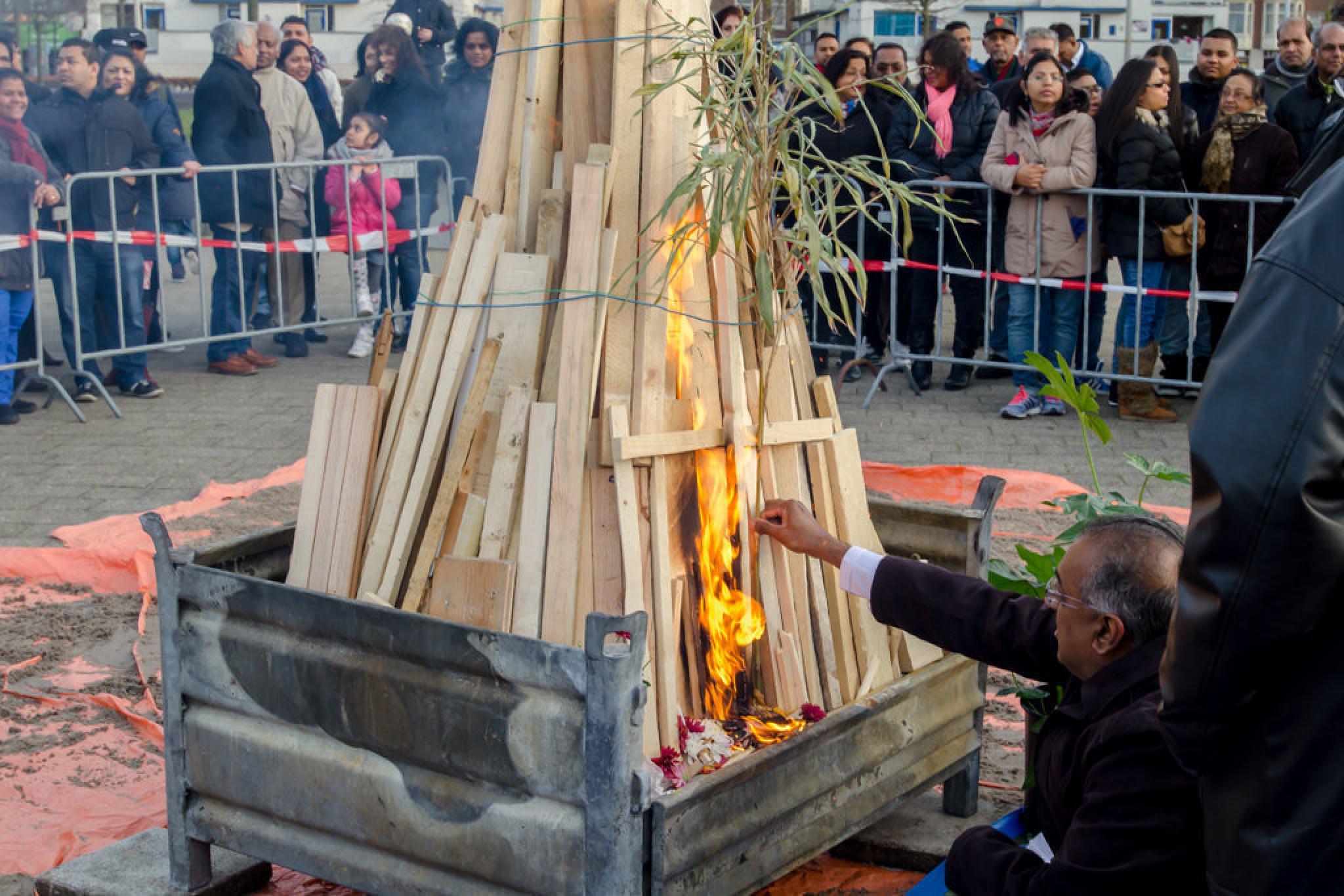 Holi Dahan viering in Den Haag  by ricsas90