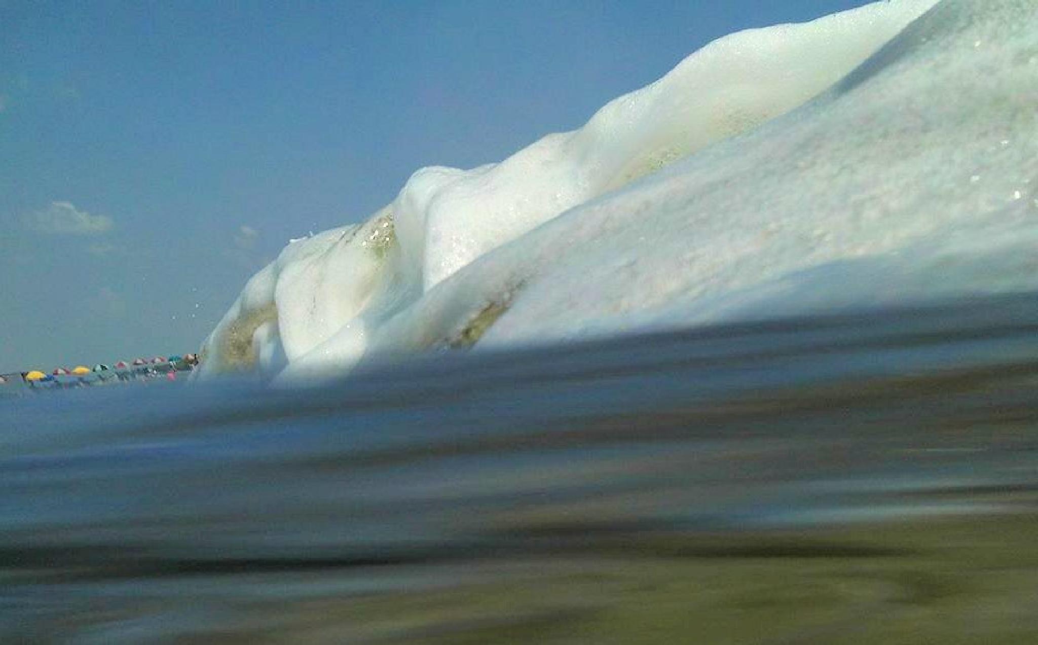 Foam Wave by Lisa