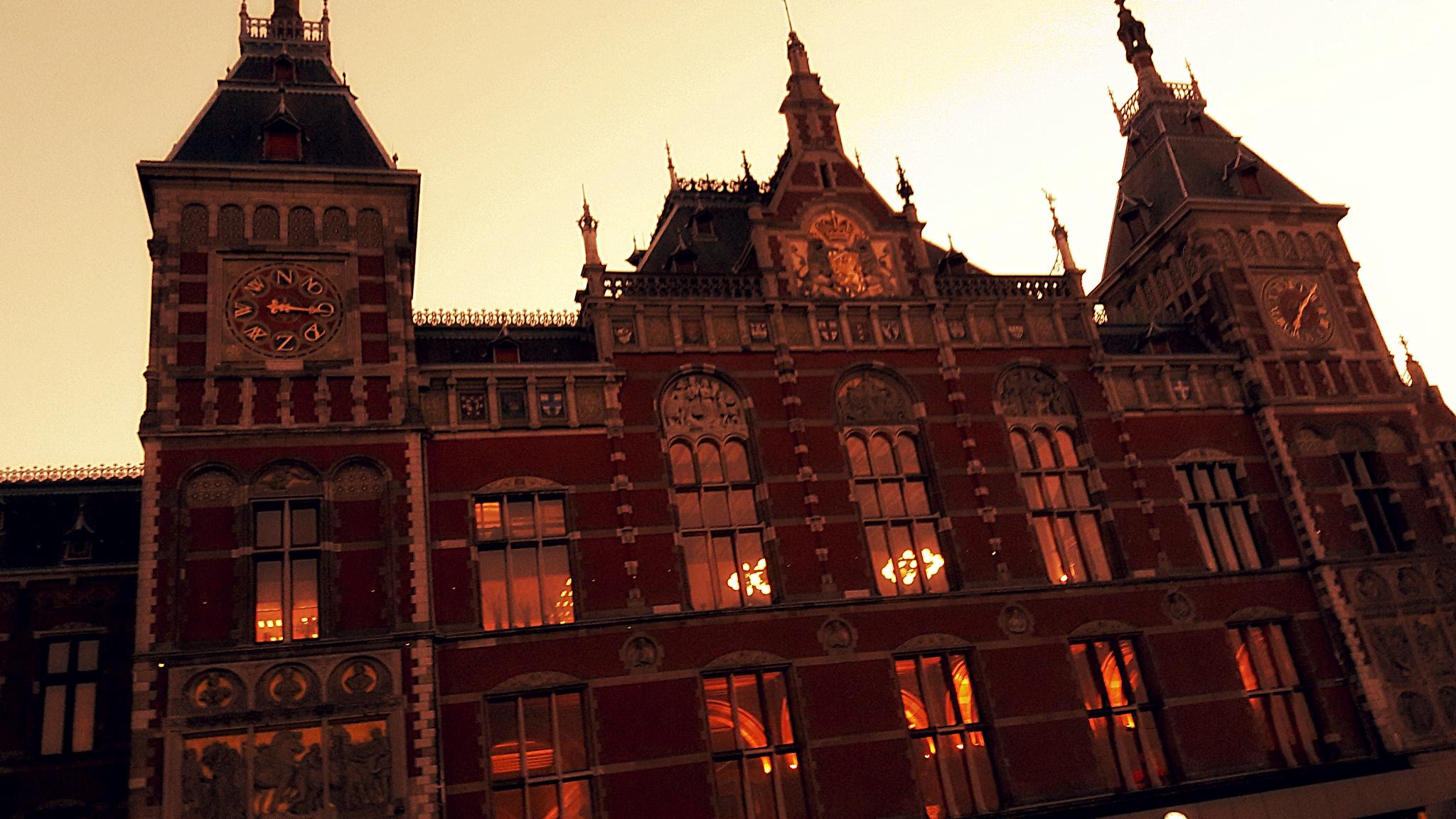 Amsterdam Central station by Danny Korndorffer