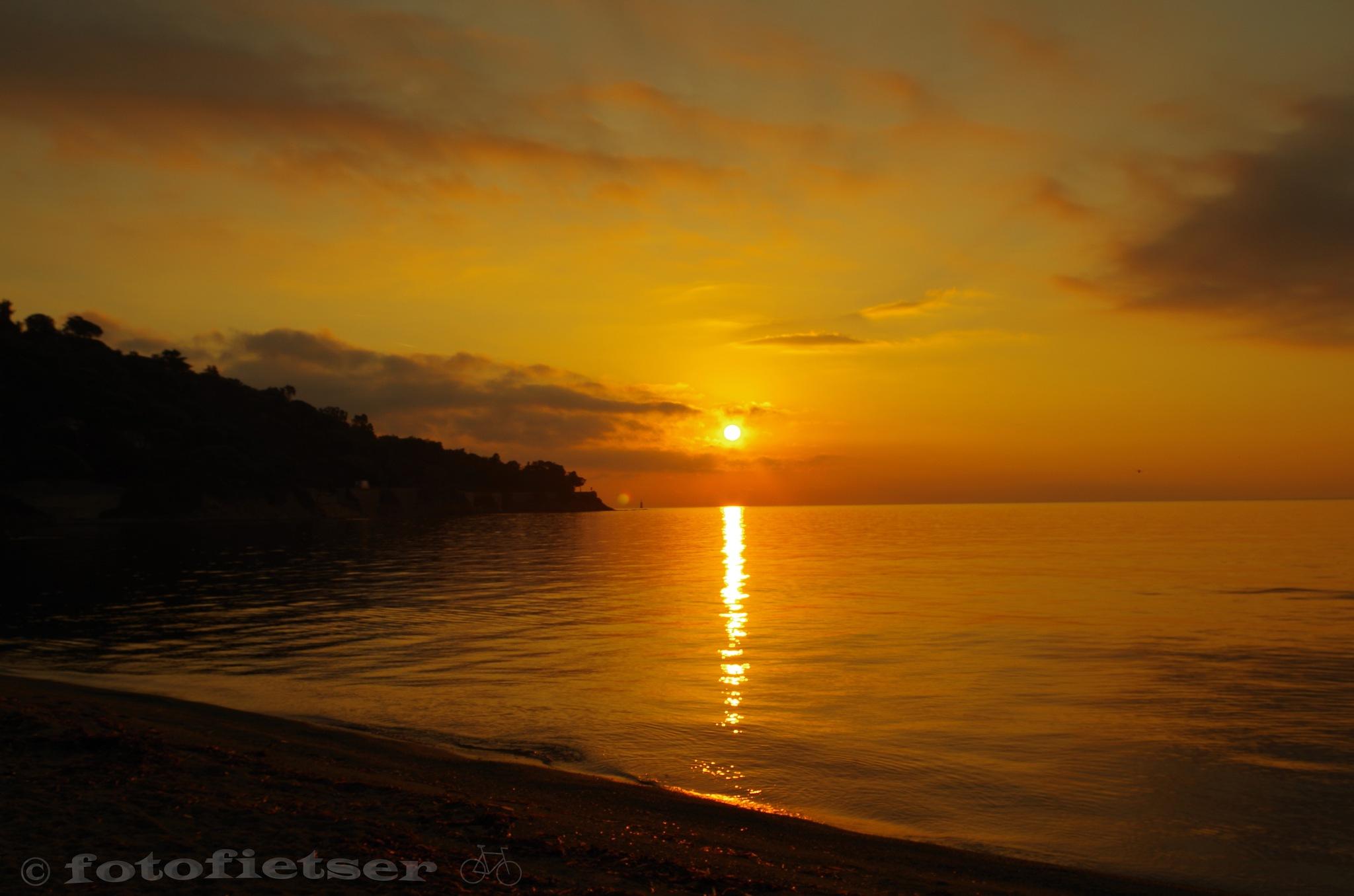 Sunrise at Golfe de Saint-Tropez by fotofietser