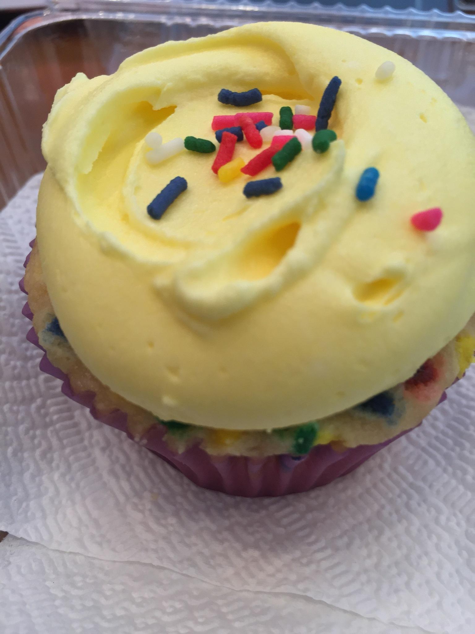 Valentine's Day cupcake by Maniniyot ng Maynila
