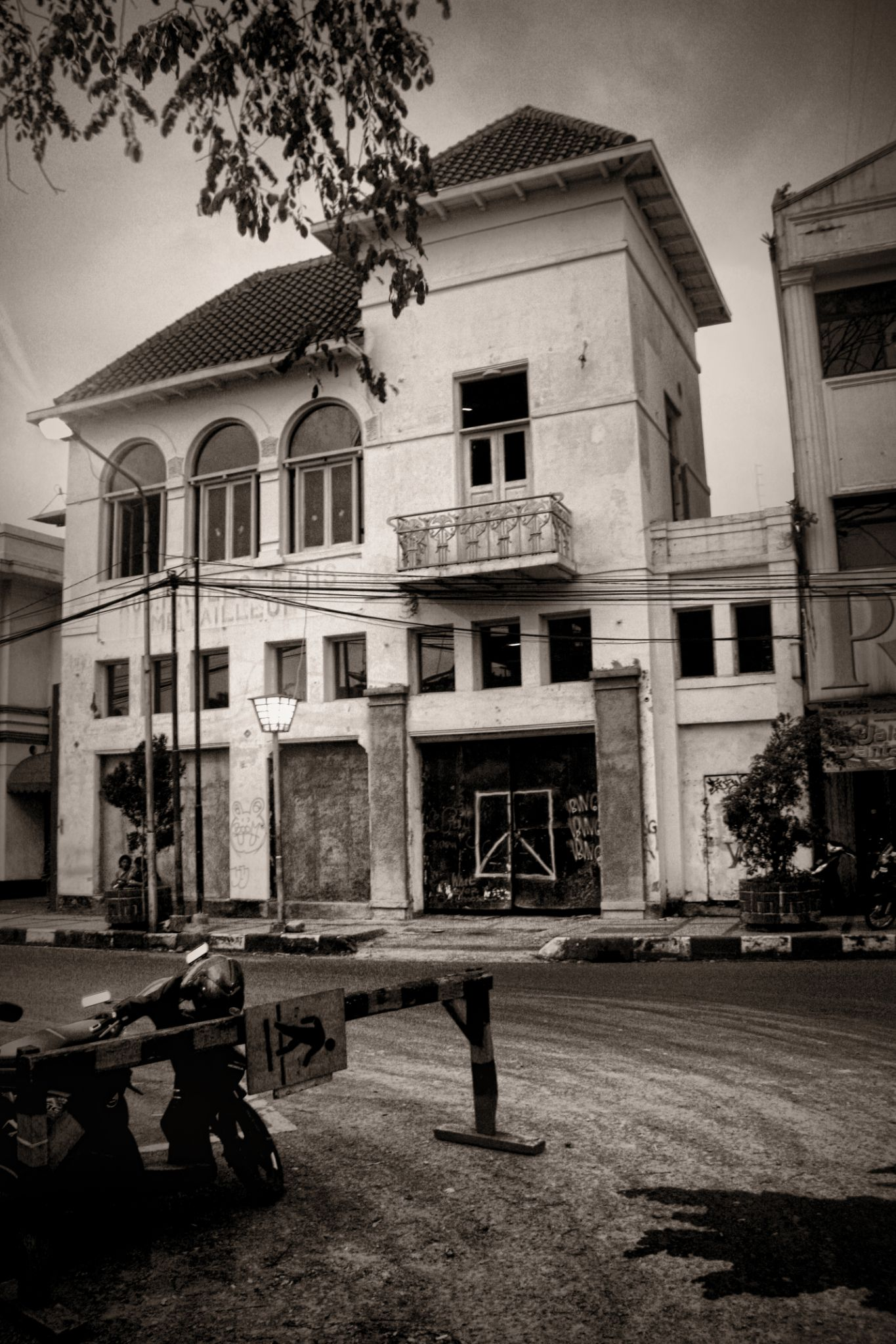 Historical building by PanduiOR