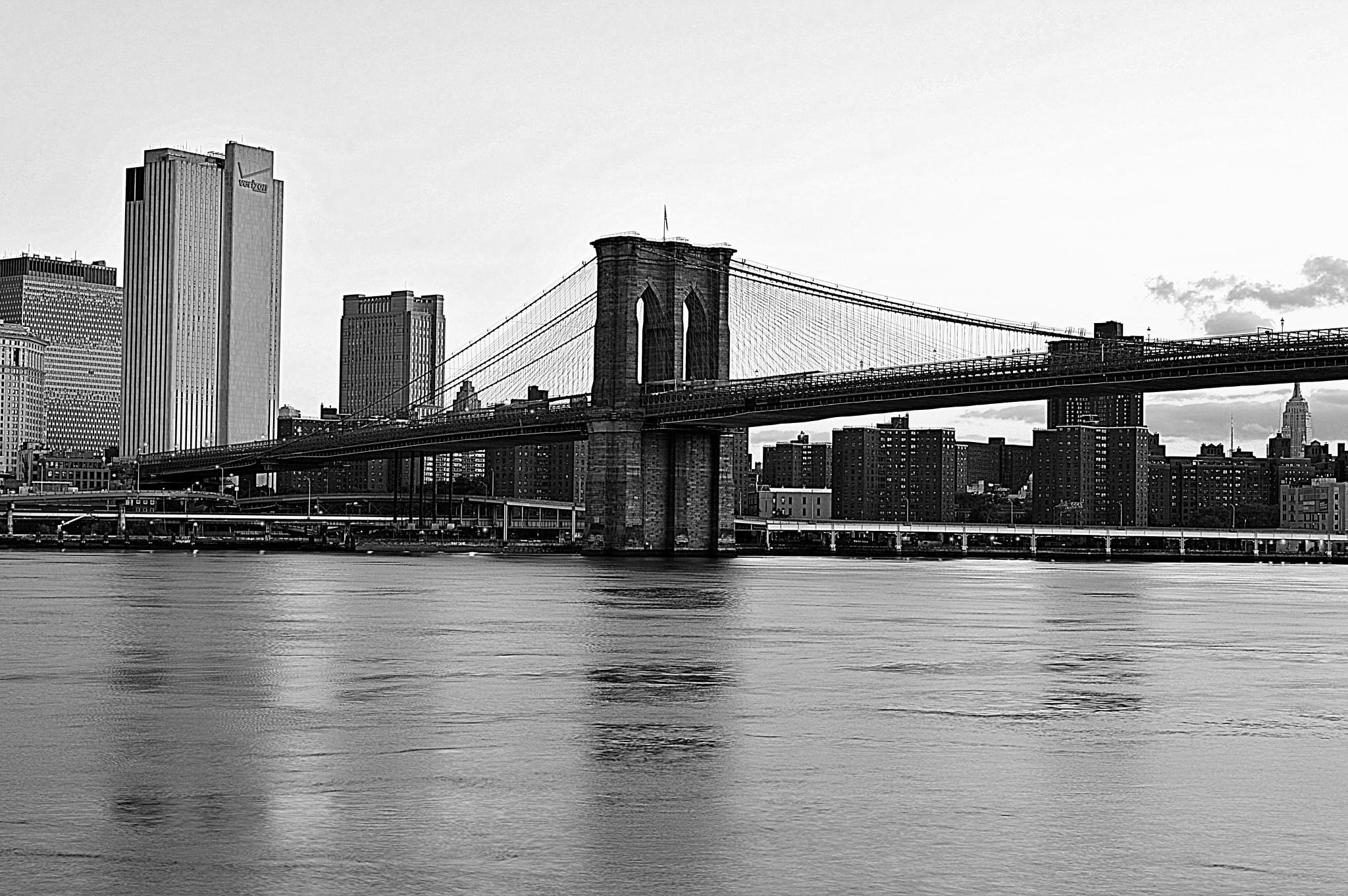 Manhattan Bidge. by Andrew Piekut