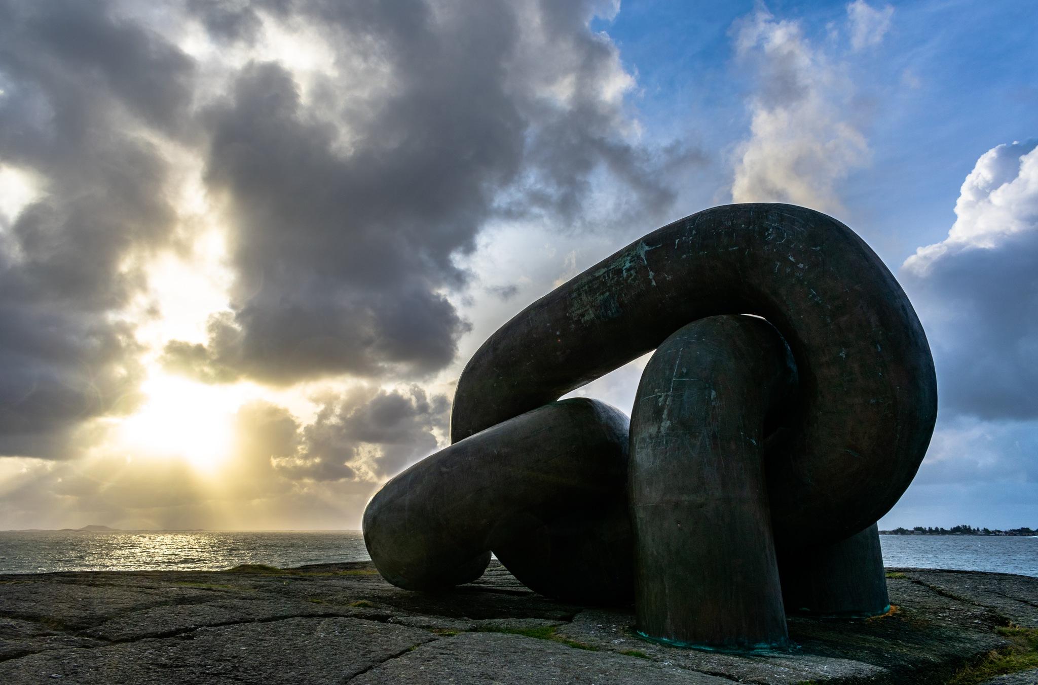 chains in sunset by Daniel Eikehaugen Solbakk