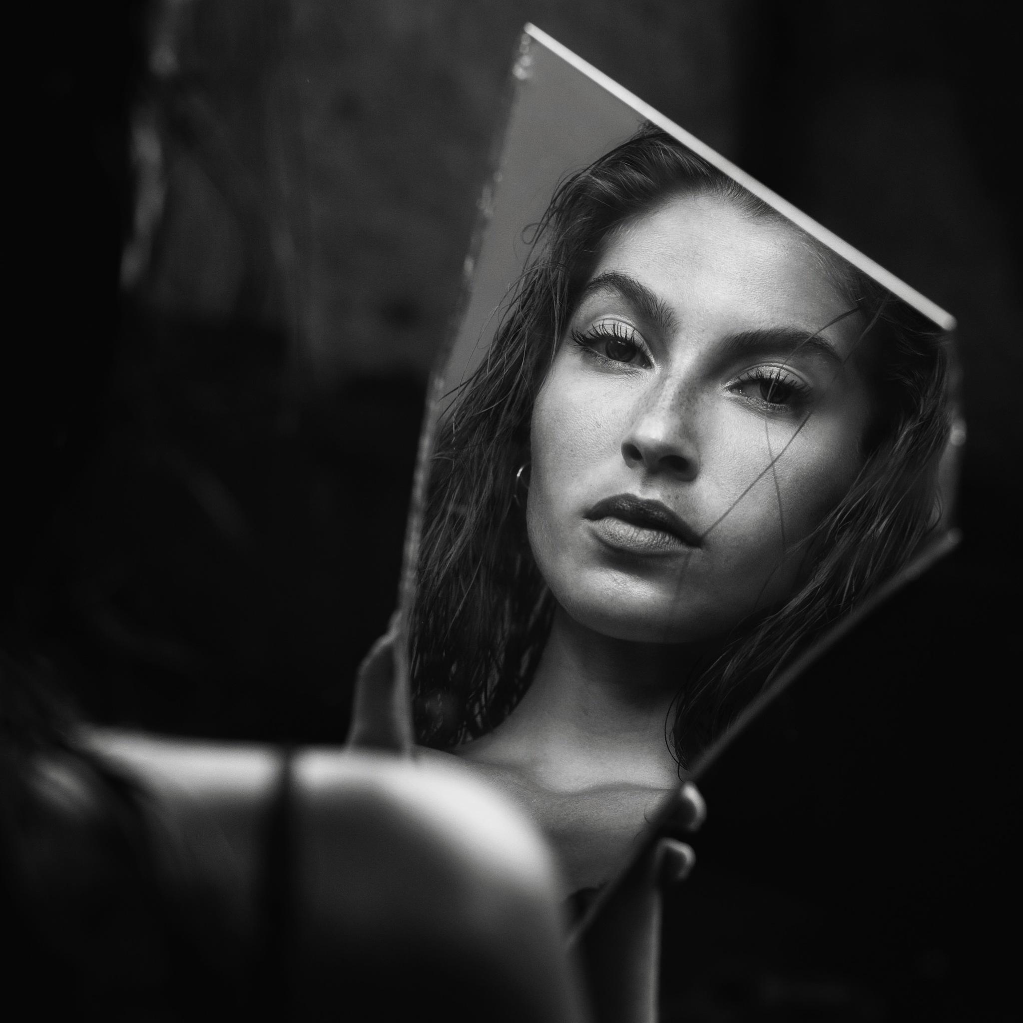 Mirror mirror in my hand... by Paul Keur