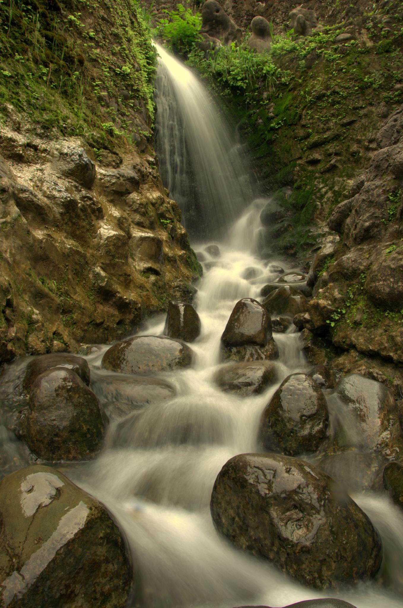 Dreamy flow.  by Yugam Kaka