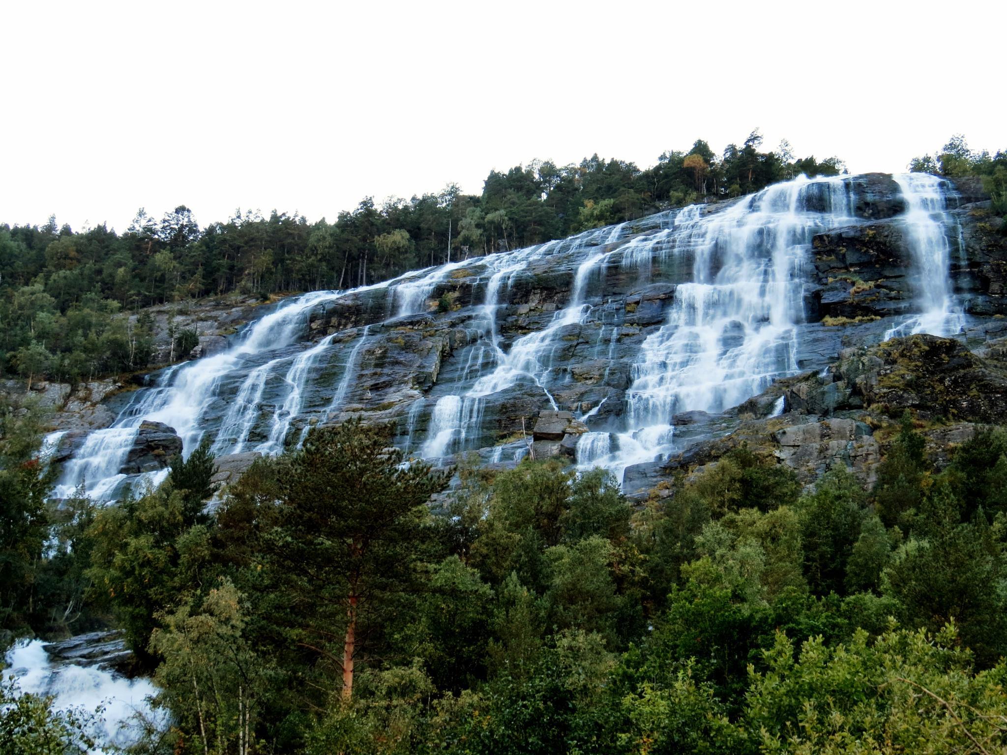 Ædnafossen waterfall by Thor Dullum