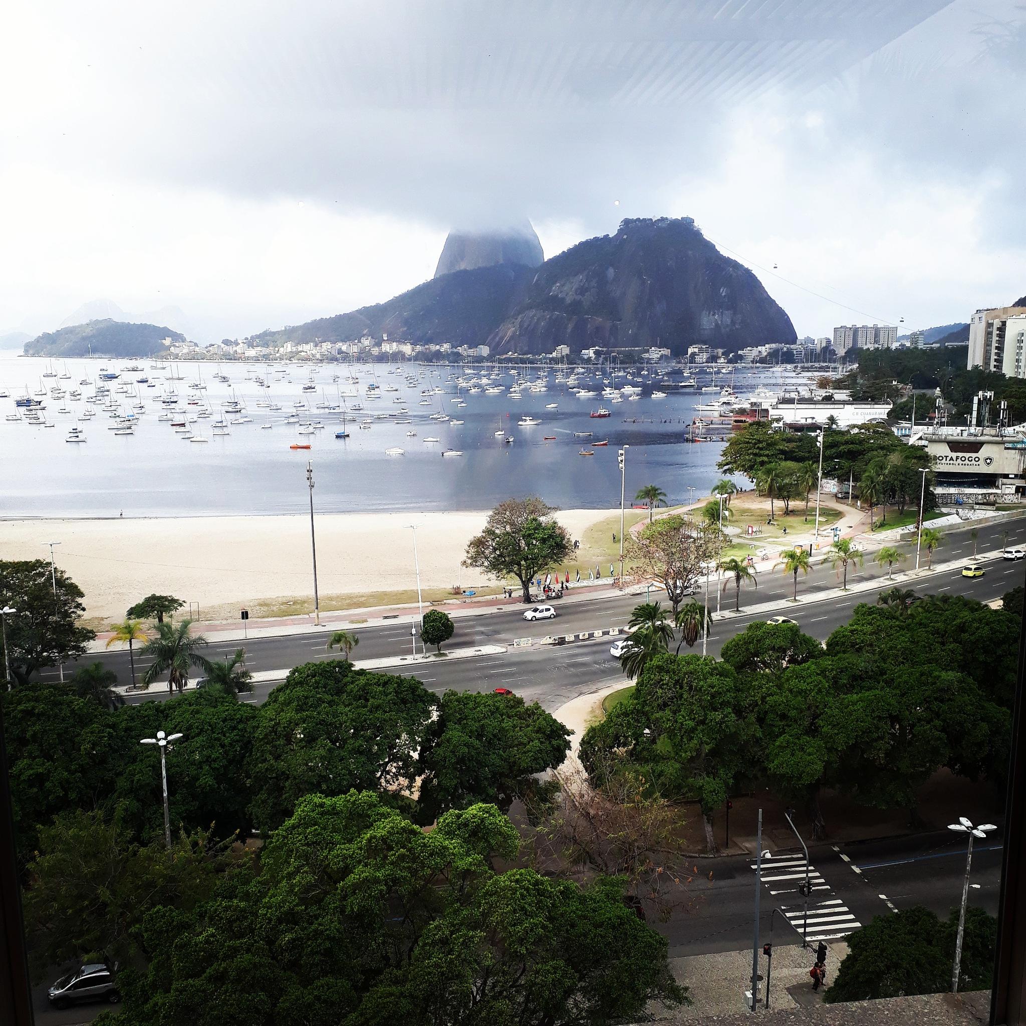 Praia de Botafogo  by Renata Tavares