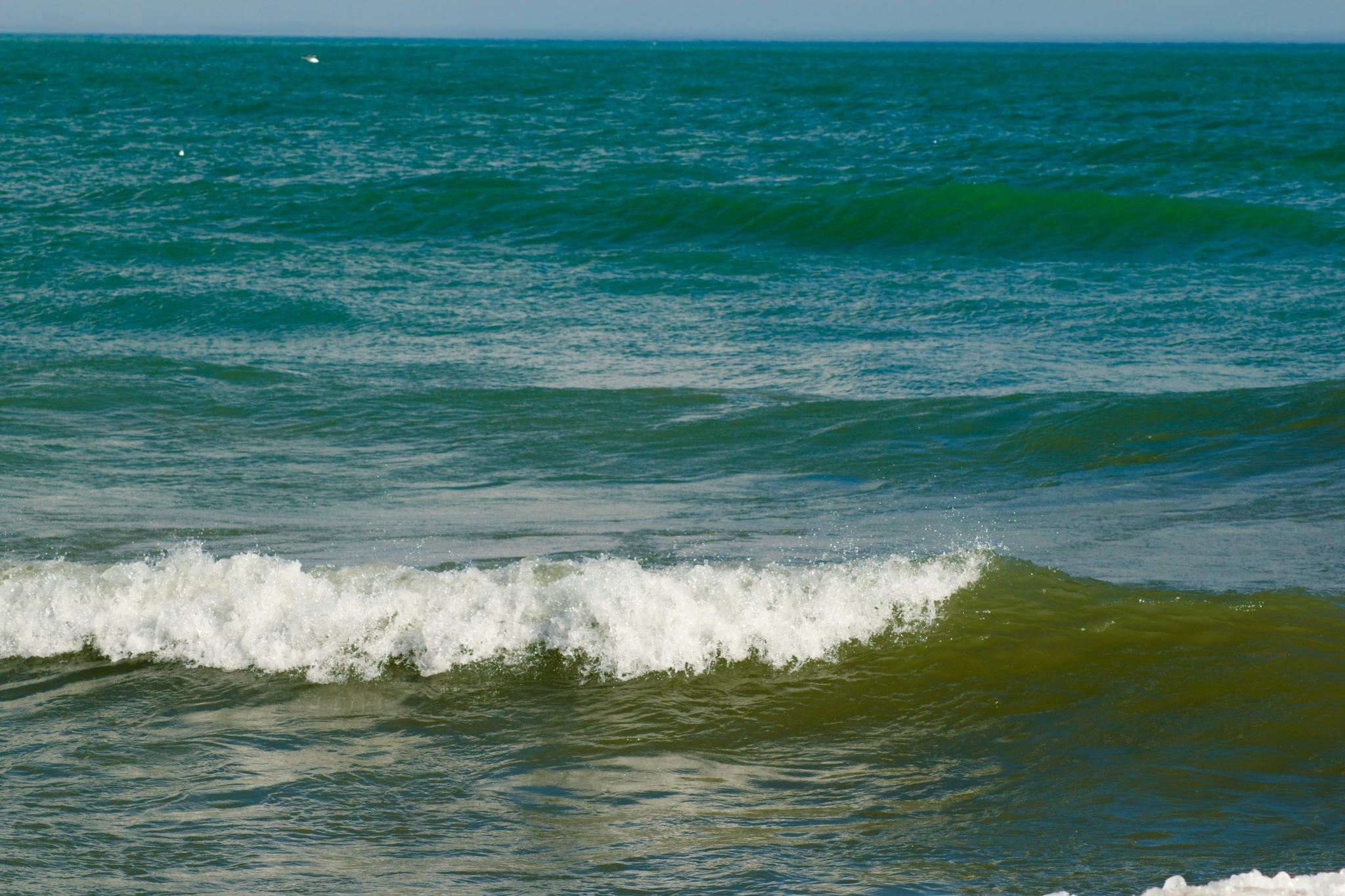 Waves. by eightonesixxx