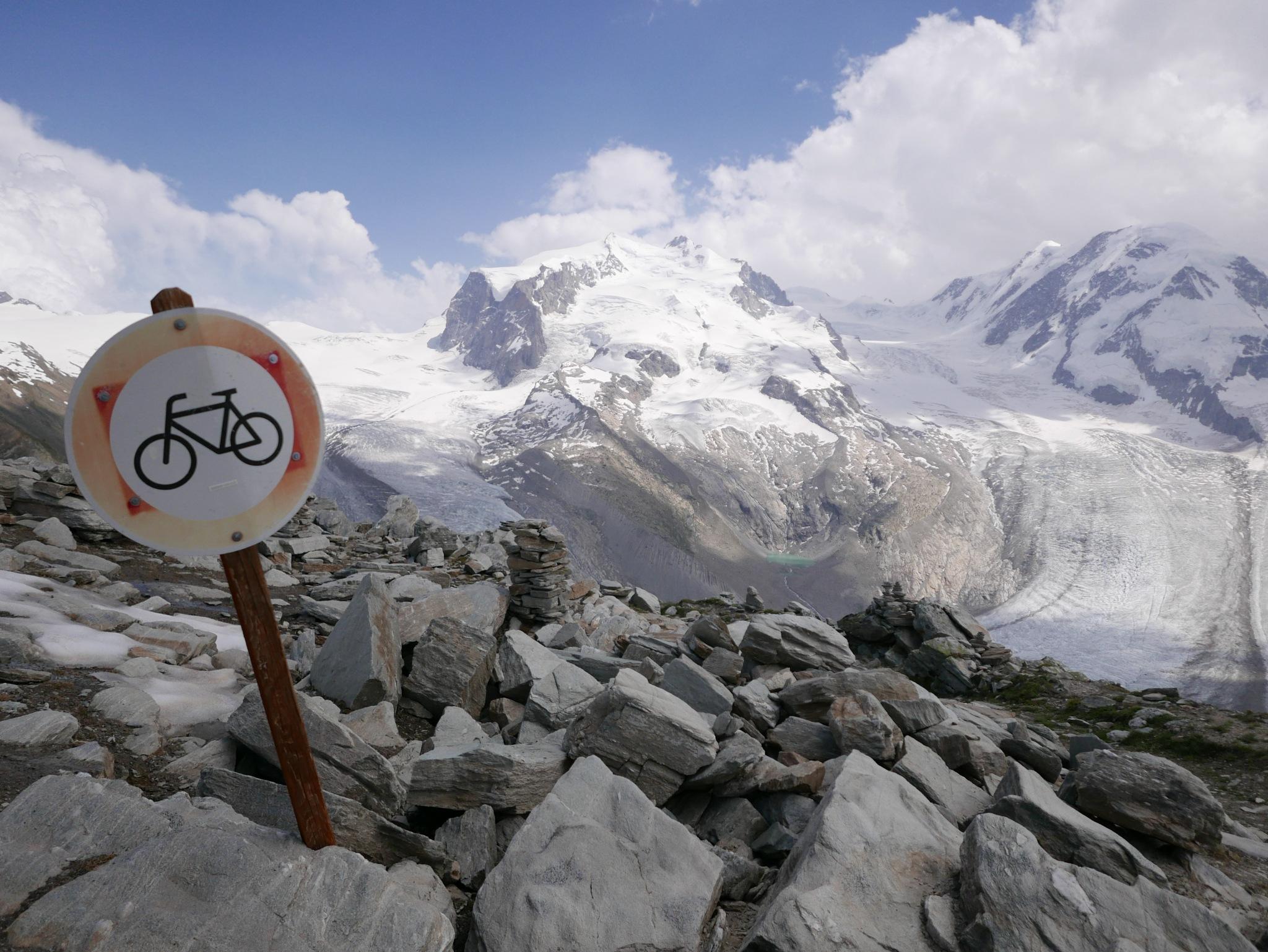 Das ist das Ende vom Radfahren. by percy ottinger