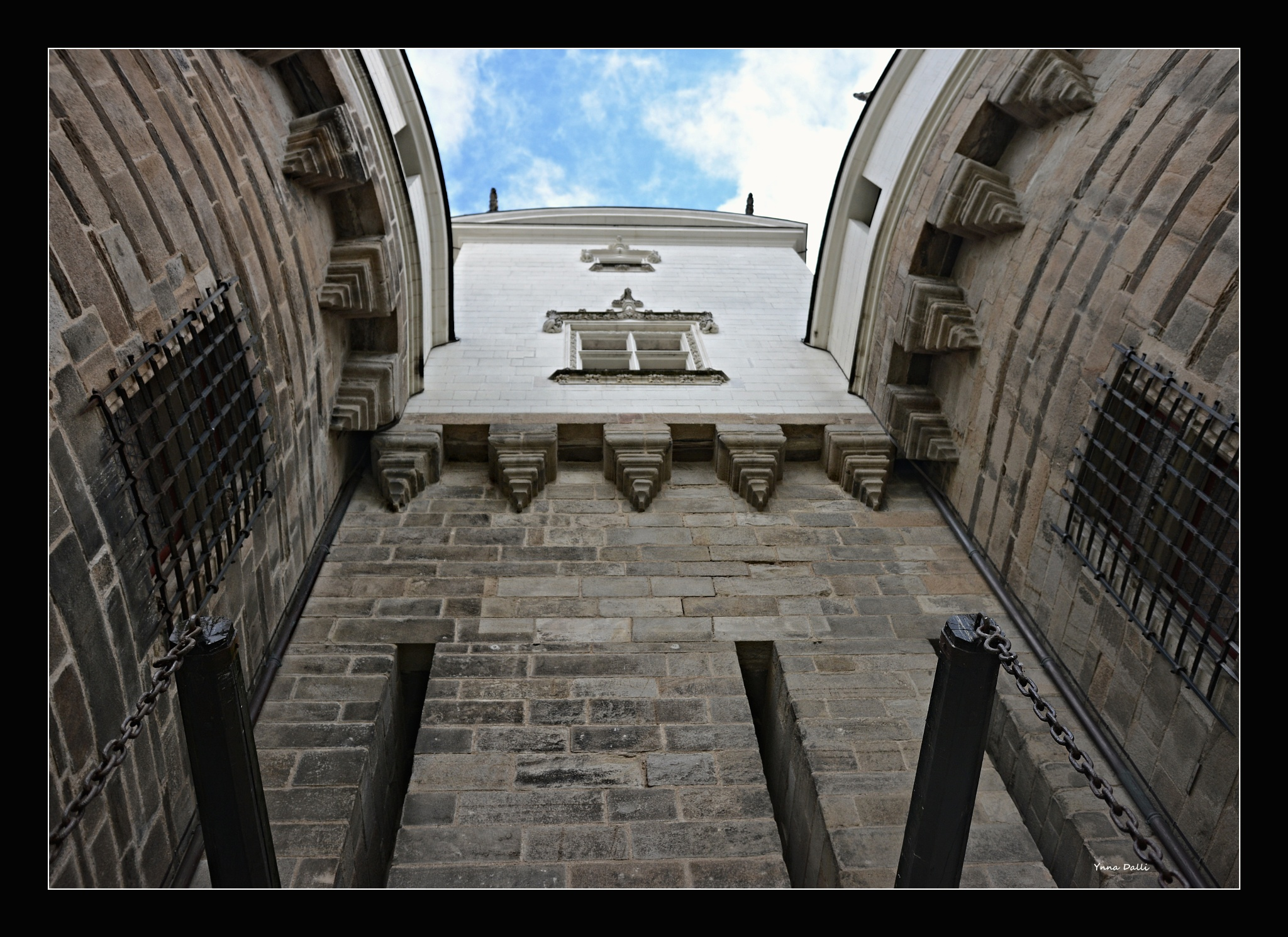 """Château des ducs de Bretagne""  Nantes by YnnaDalli"