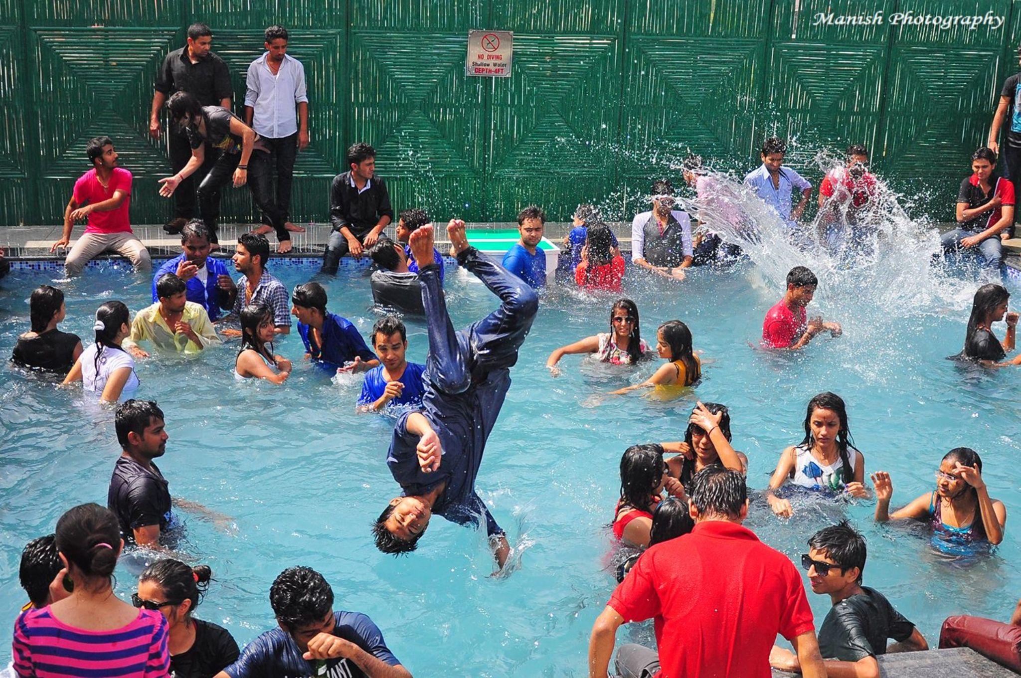 Jaipurites Enjoying the || Rain Dance+Pool Party || 21-06-14 jaipur On D Occasion Of World Music Day by Maneesh Sharma