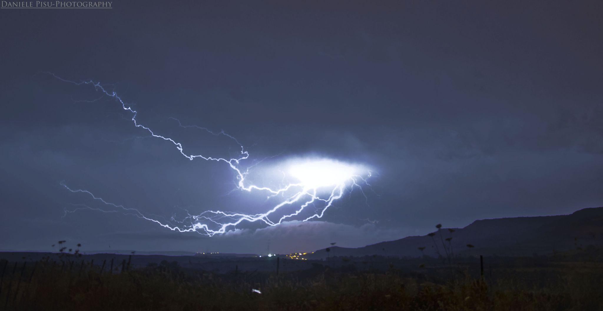 Electric night by Daniele Pisu mellow