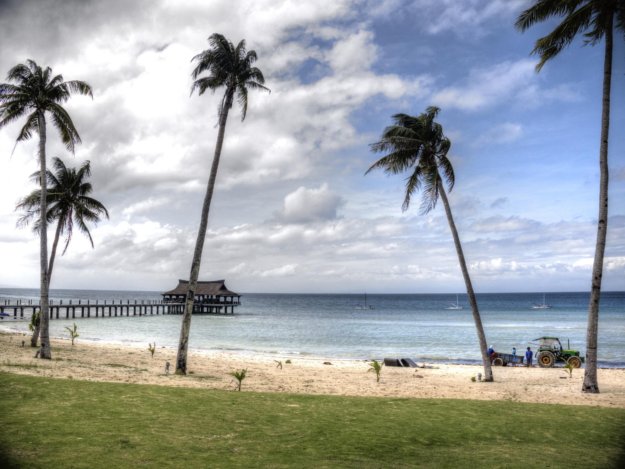 Balesin Beach 3 by Raymund Vasquez