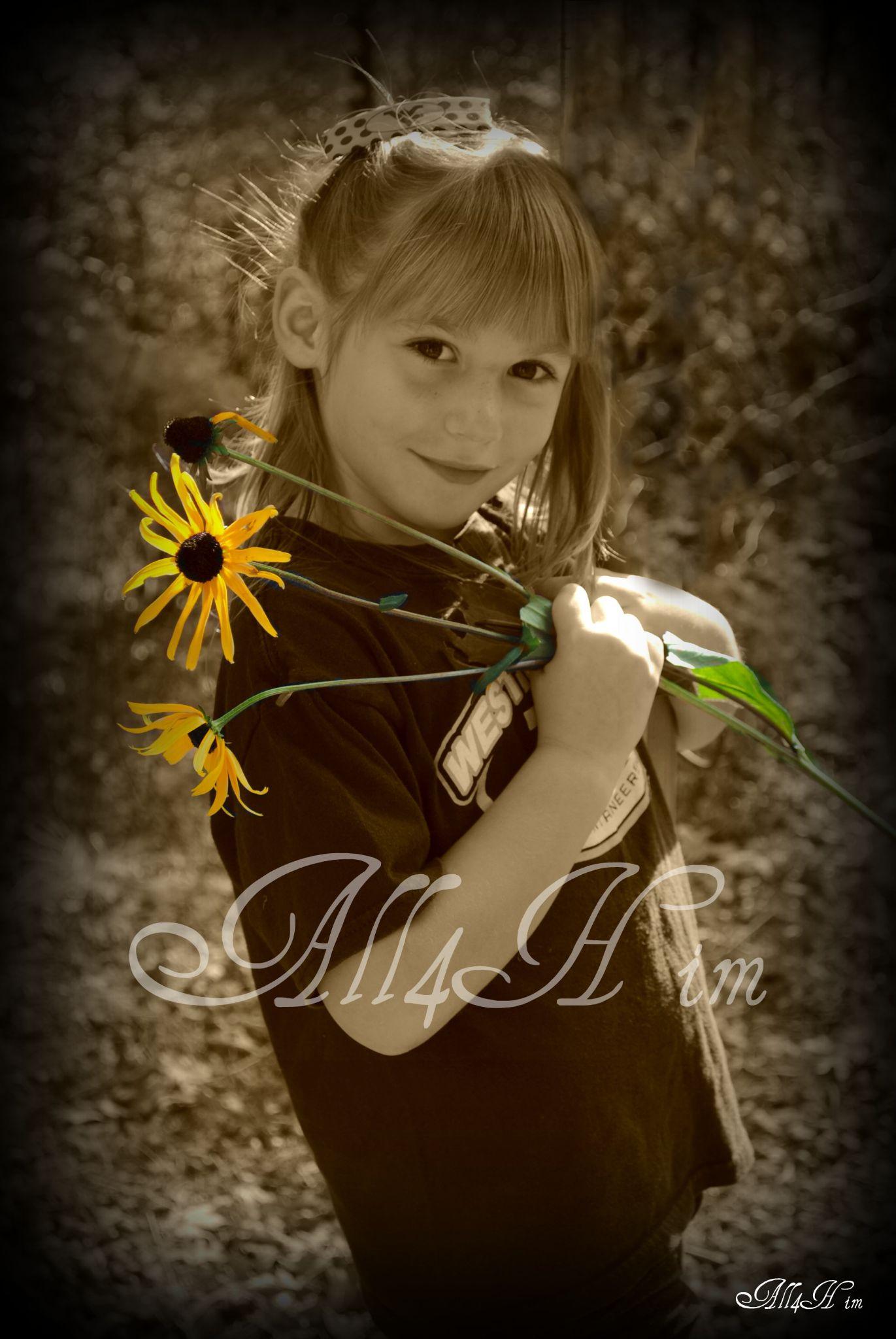 pretty flower by Wanda Poland