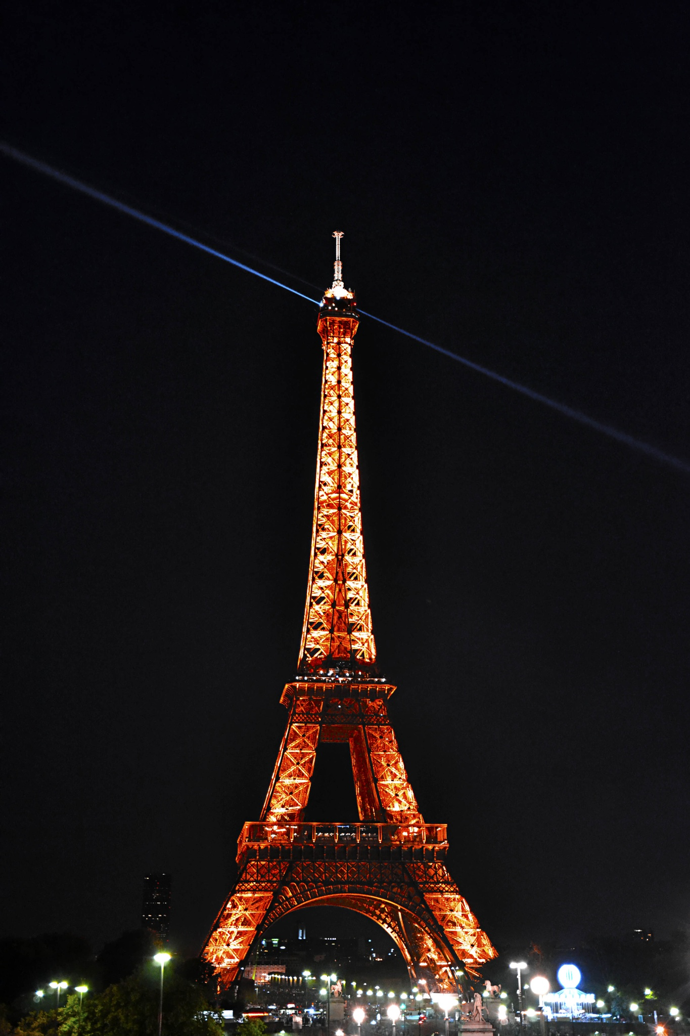 París. Mi apoyo a todo el pueblo francés. by Curro Medina