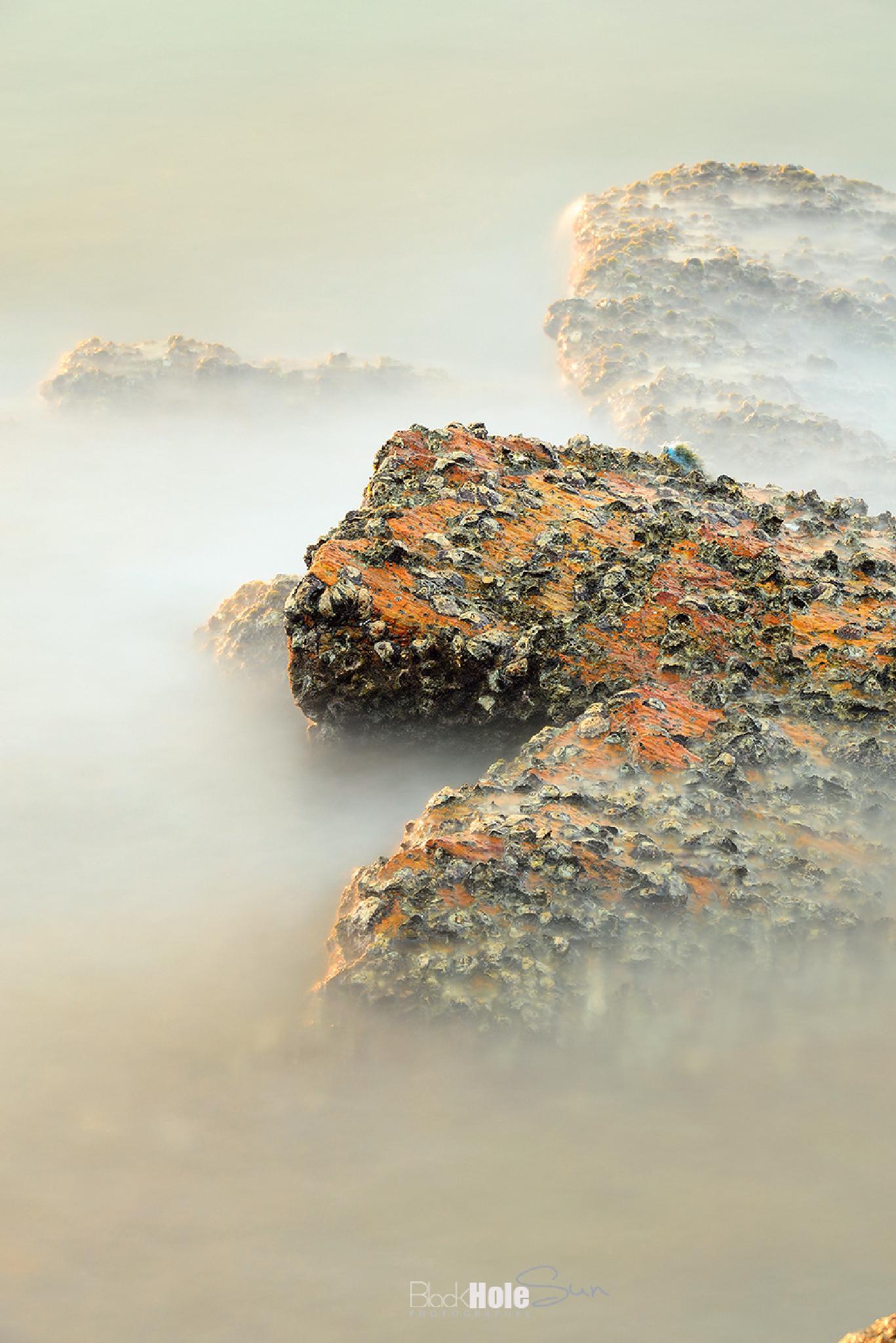 Rock in the Sea by Phonlawatana Suksuwan