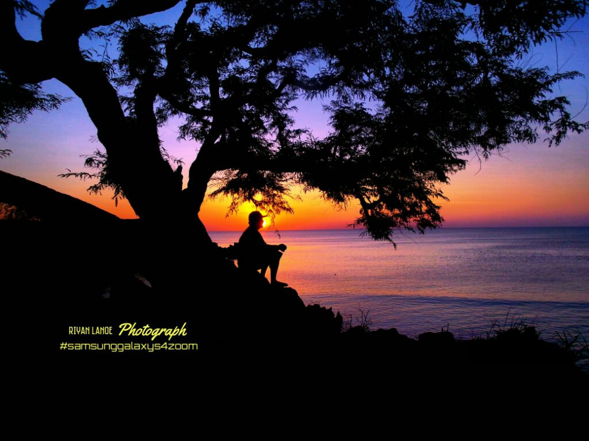 beautiful sunset in rote ndao island by riyan lanoe