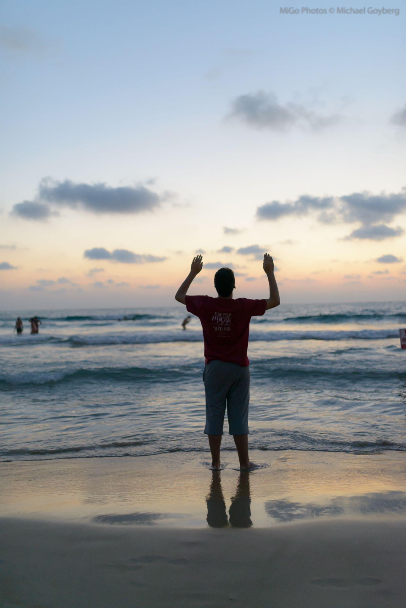 Goodbye sun, Goodbye! by Michael Goyberg