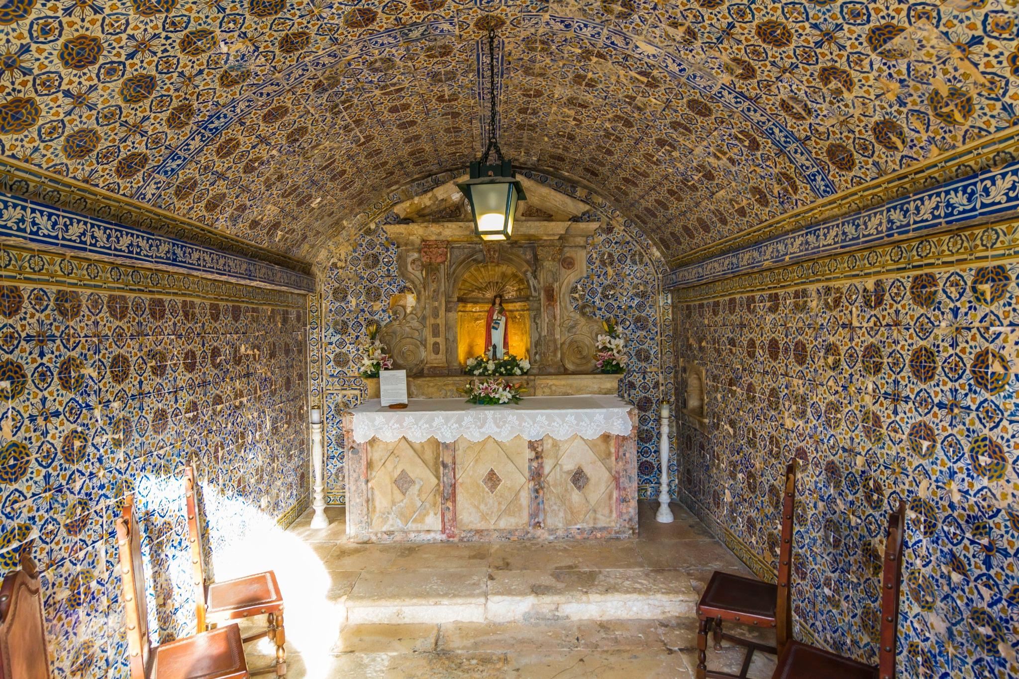 Capela em azulejos by Jose Simoes