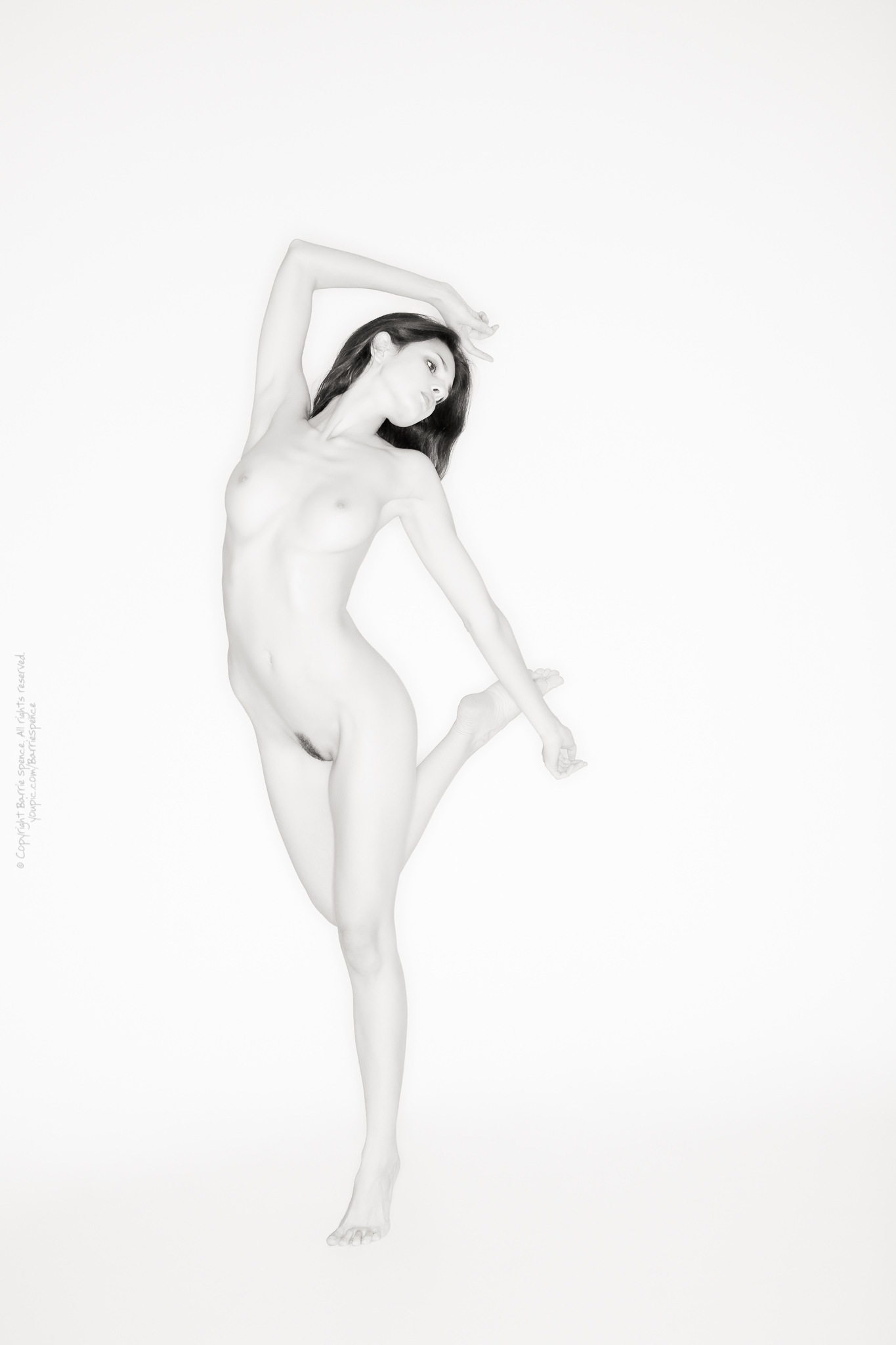 Zoi - ringflash nude by Barrie Spence