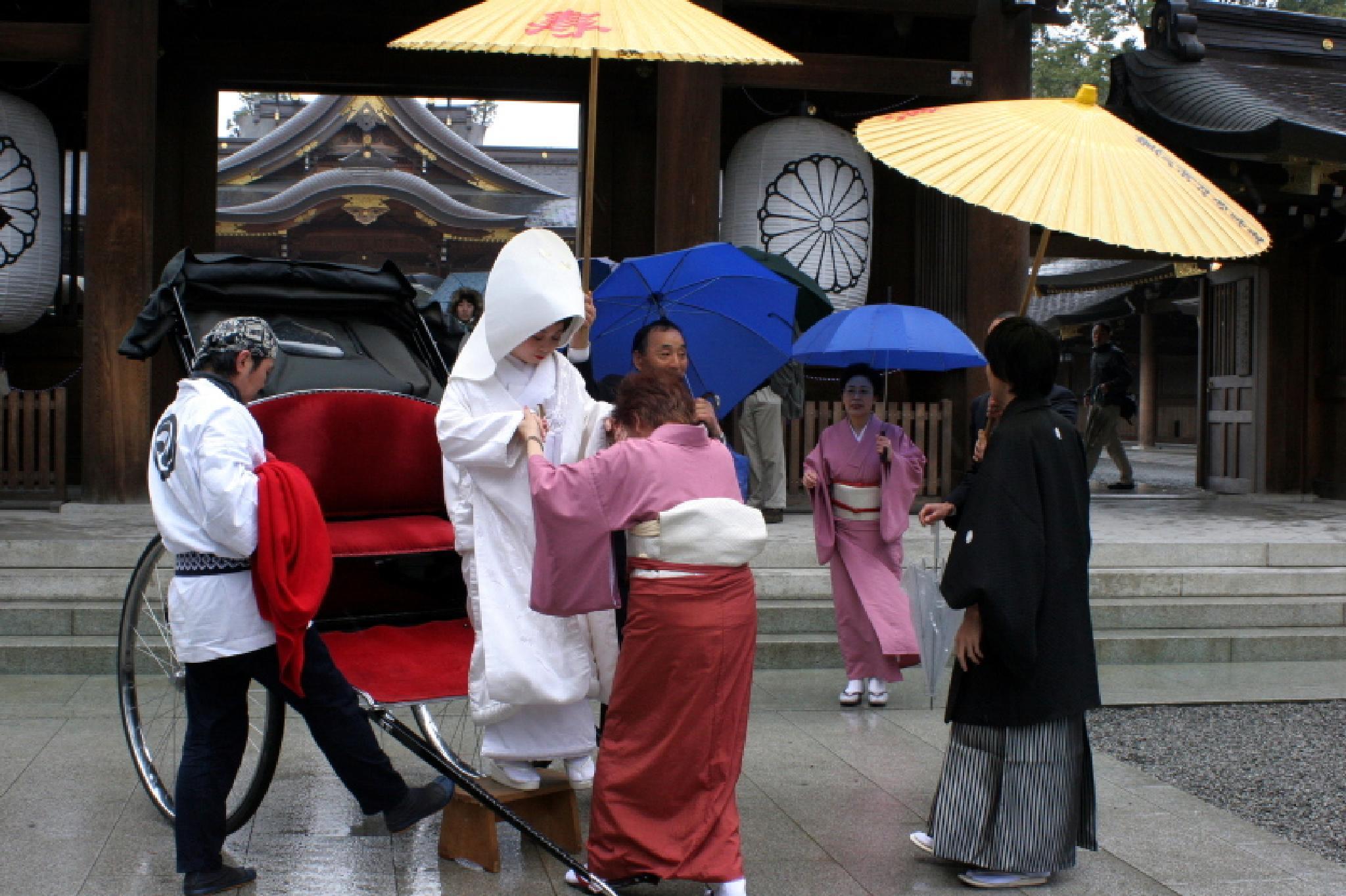 Wedding on a rainy day by photoeene