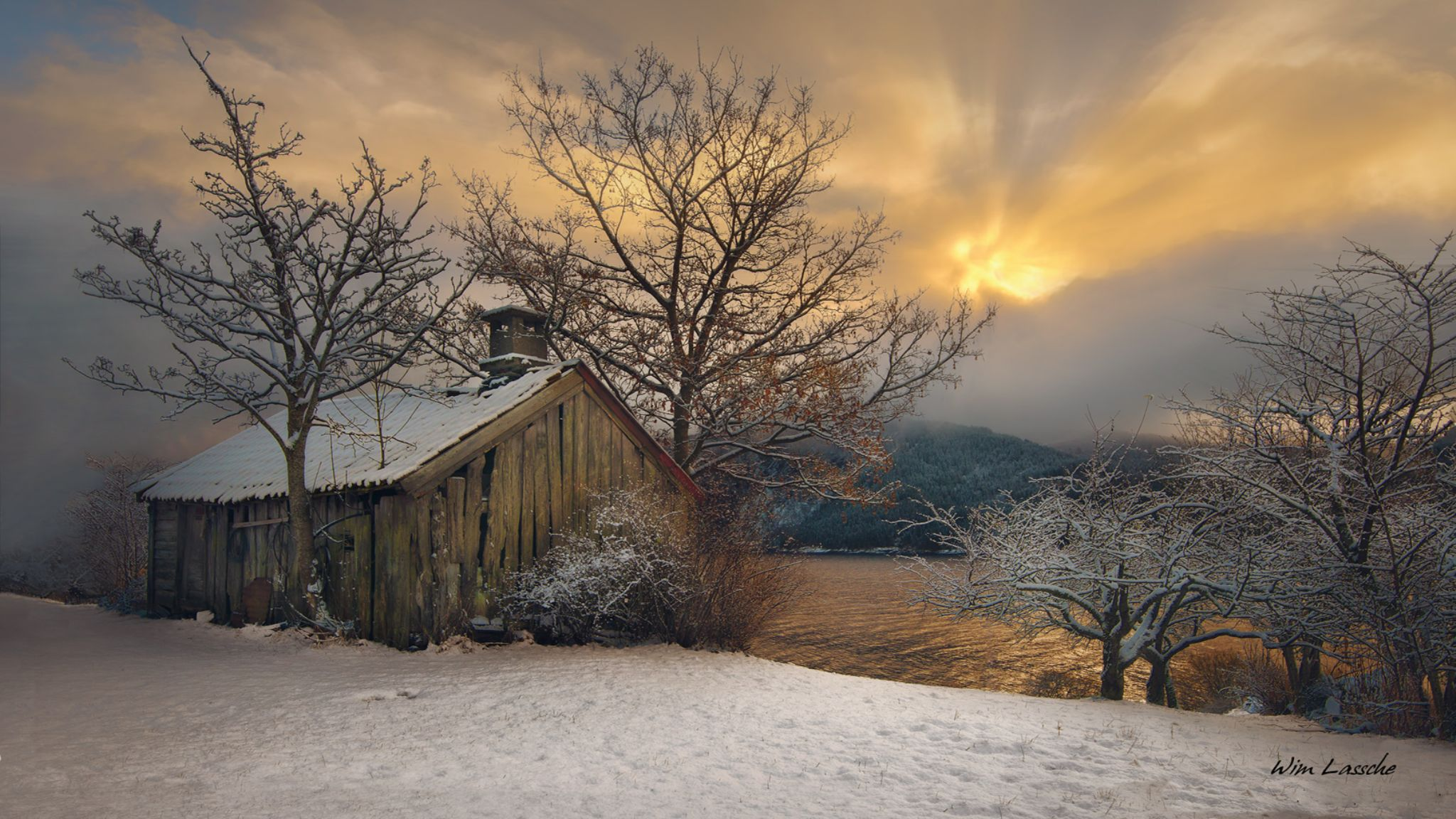 Old cottage in Wintertime by Wim Lassche