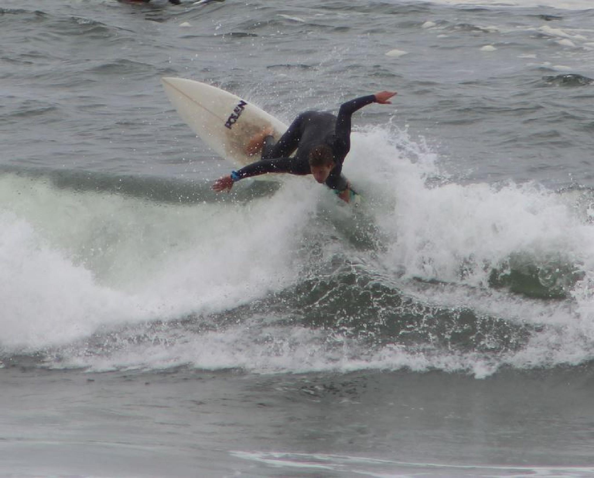 Surfing by Antero Costa