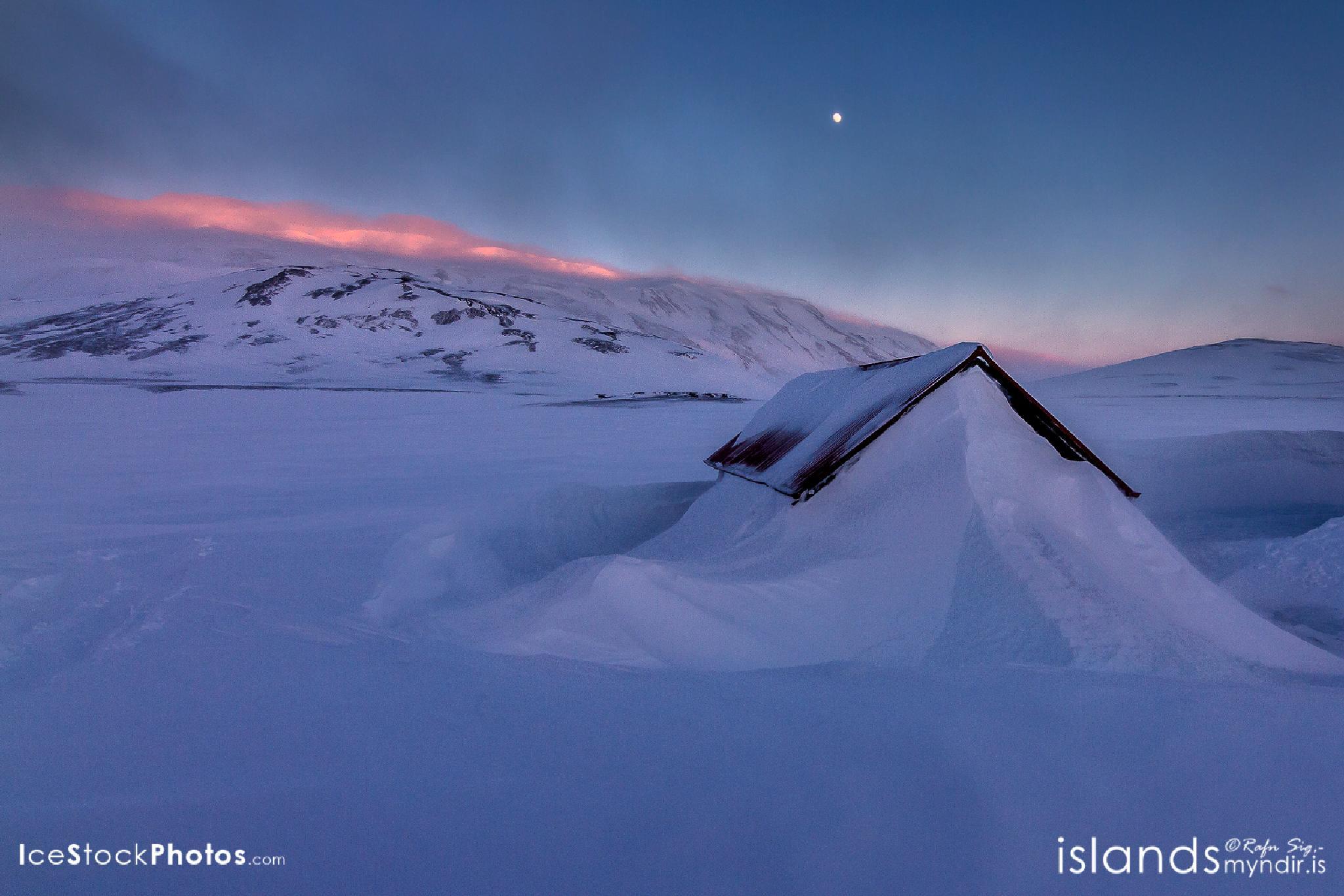 Nyidalur cabin at Sprengisandur Highland - #Iceland by Rafn Sig,-  @ Discover Wild Iceland.com