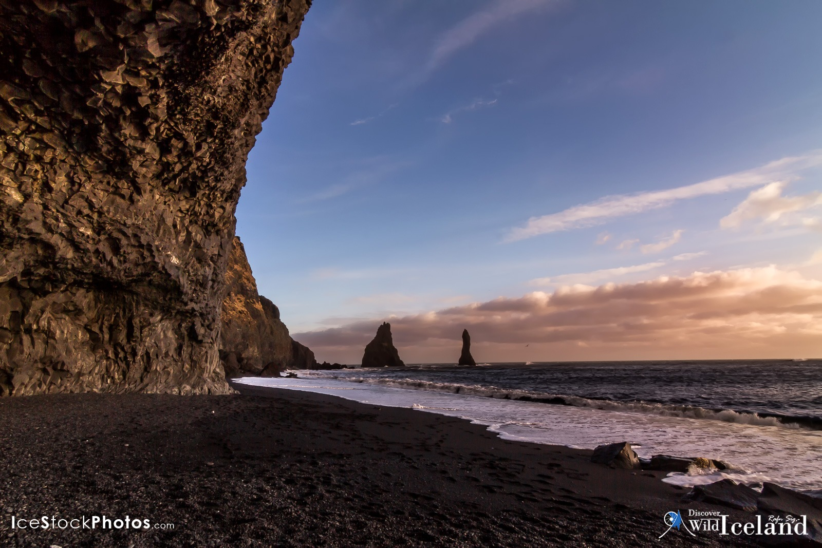 Discover Wild Iceland .is - Reynisdrangar in the black beach of Reynisfjara -  #Iceland by Rafn Sig,-  @ Discover Wild Iceland.com