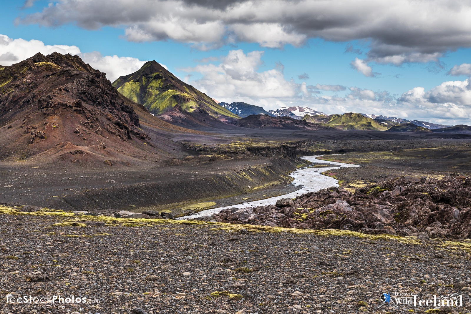 Discover Wild Iceland .is - Innri Emstruá river curling in front of Súluhryggir area in the Highland by Rafn Sig,-  @ Discover Wild Iceland.com