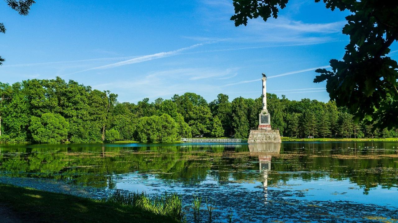 Memorial on the lake by Alik