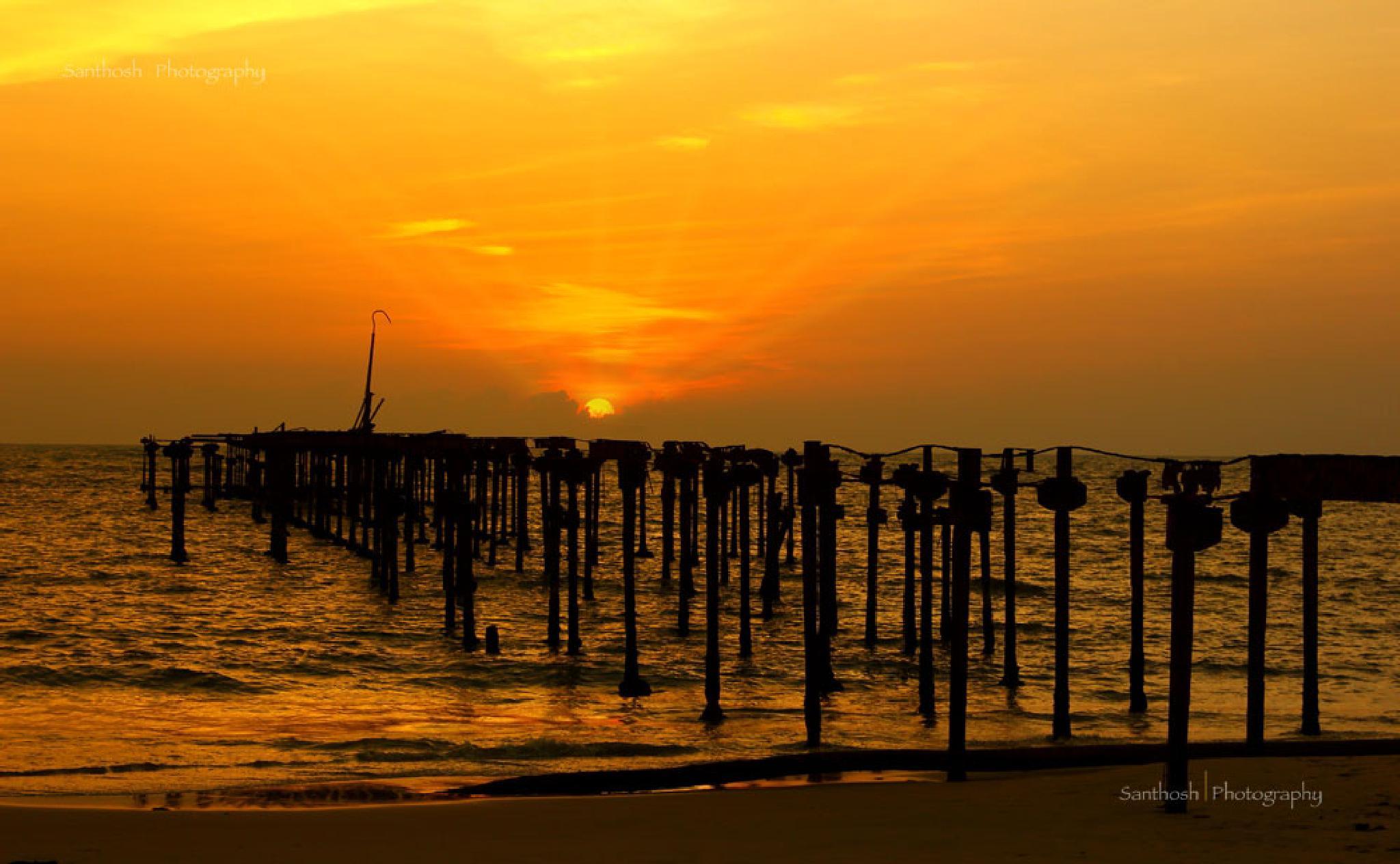 Sunset. by Punnaveran Santhosh