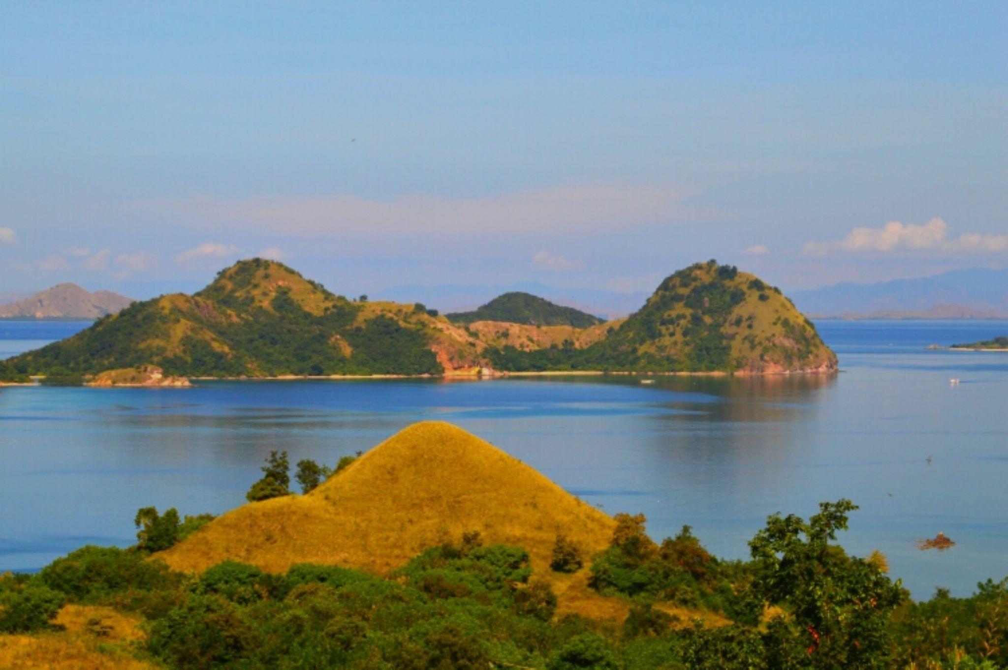 seraya island flores indonesia by rinal.dino1