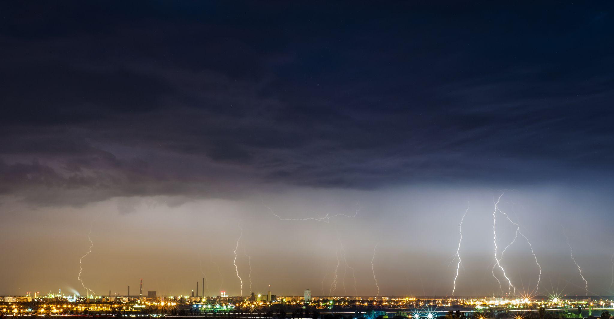 lightning by tibi.aldea