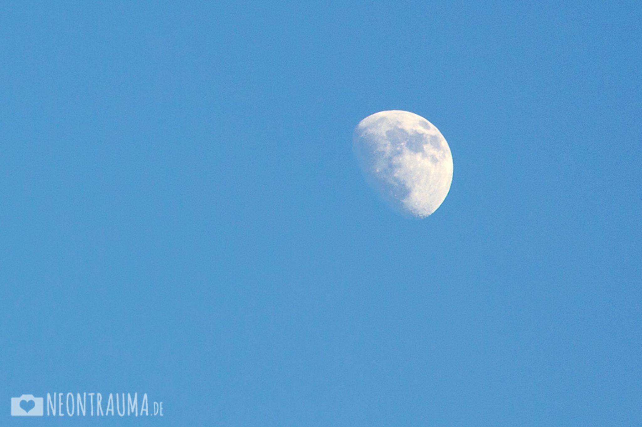 Moon by neontrauma